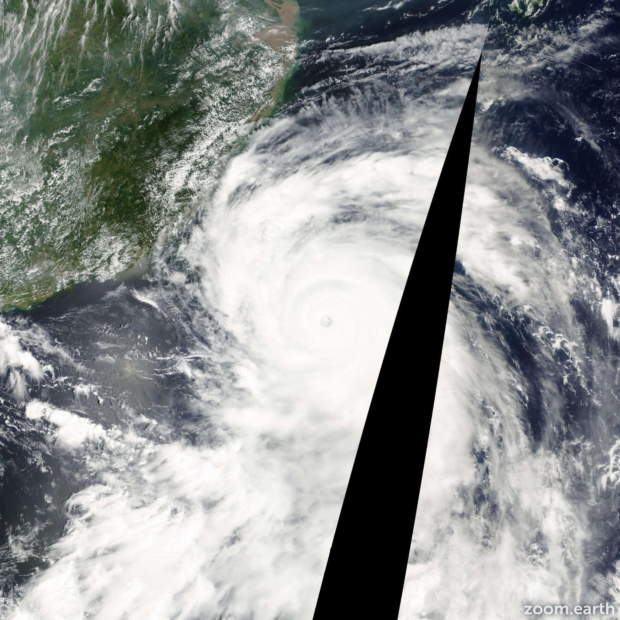 Satellite image of Typhoon Bilis 2000