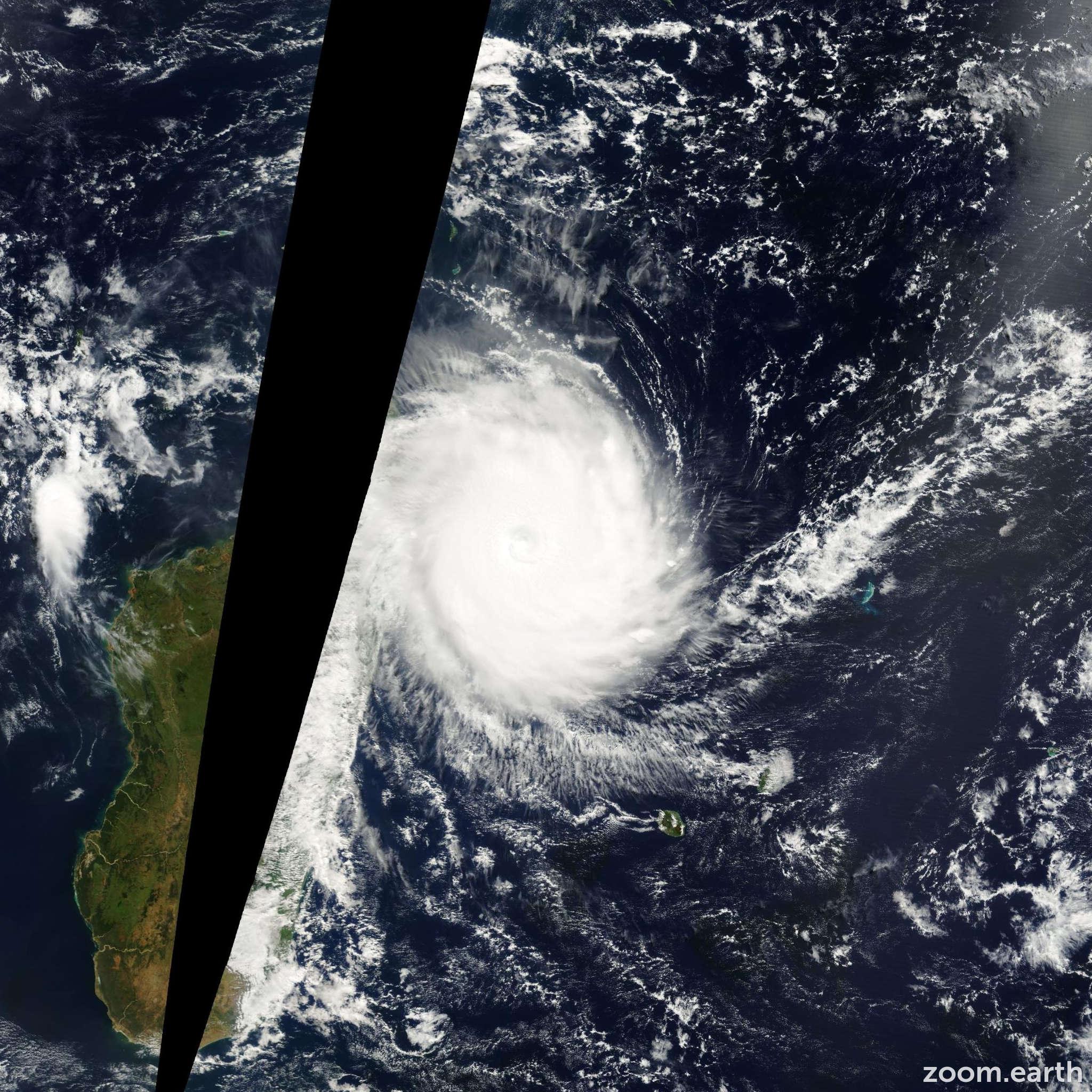 Satellite image of Cyclone Hudah 2000