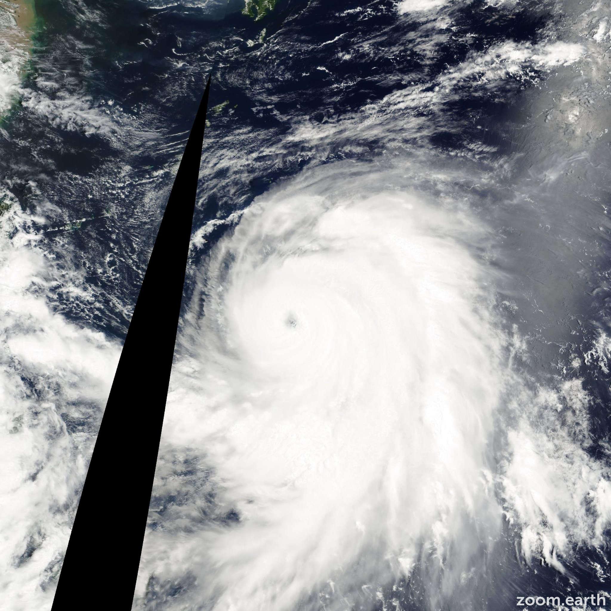 Satellite image of Typhoon Kirogi 2000