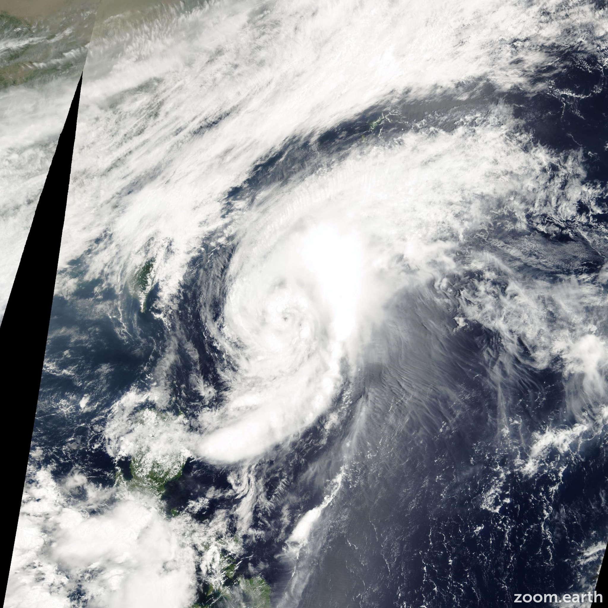 Satellite image of Storm Longwang 2000
