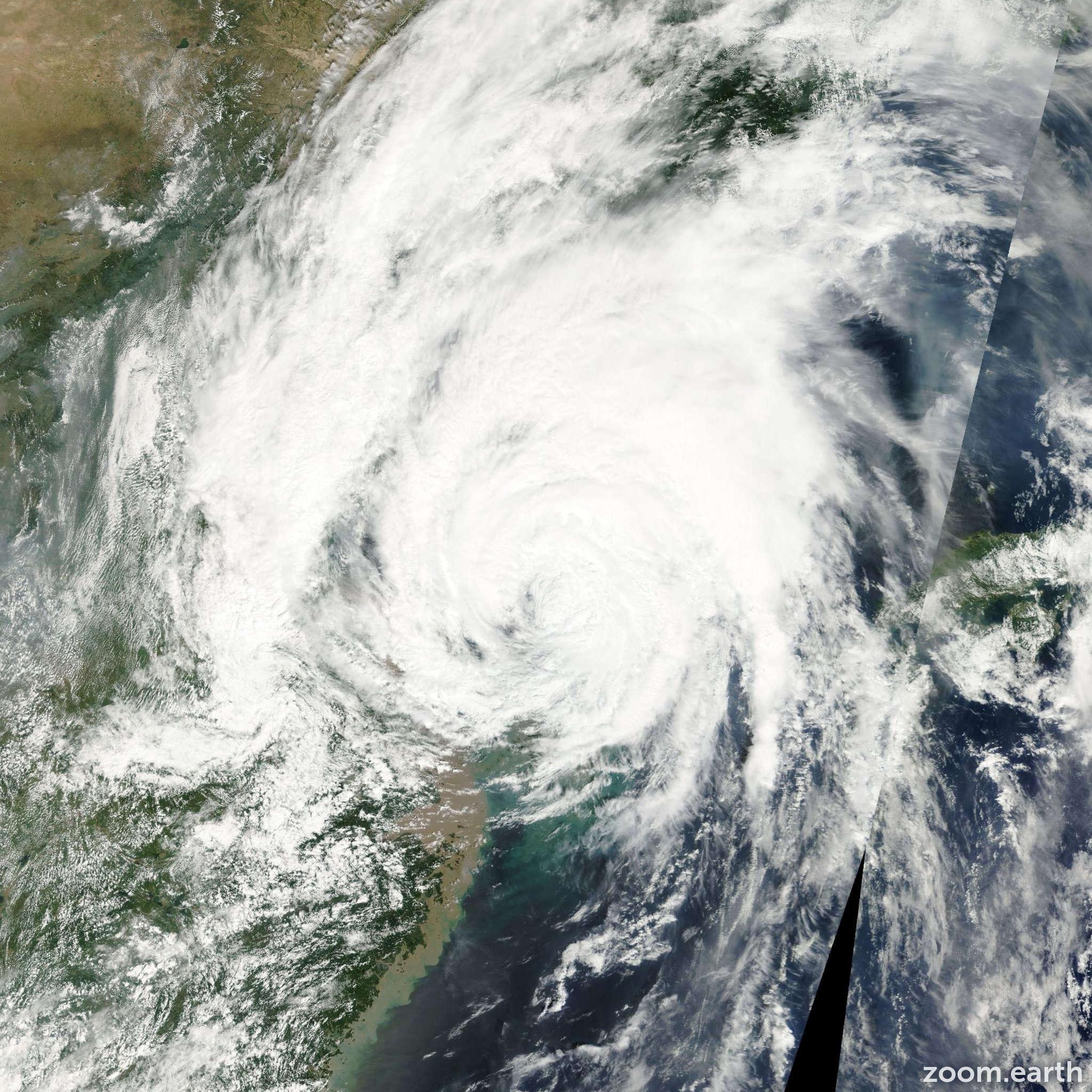 Satellite image of Typhoon Prapiroon 2000
