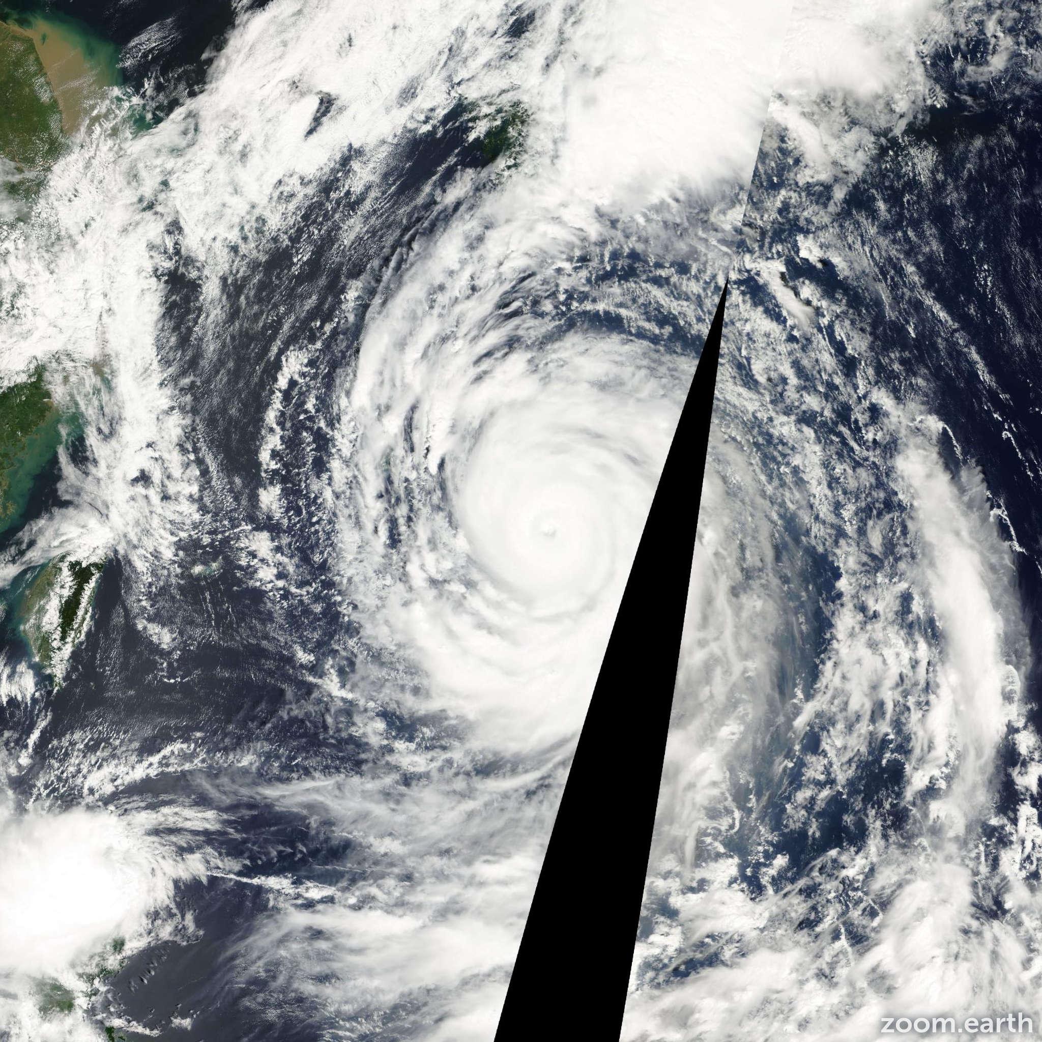 Satellite image of Typhoon Saomai 2000