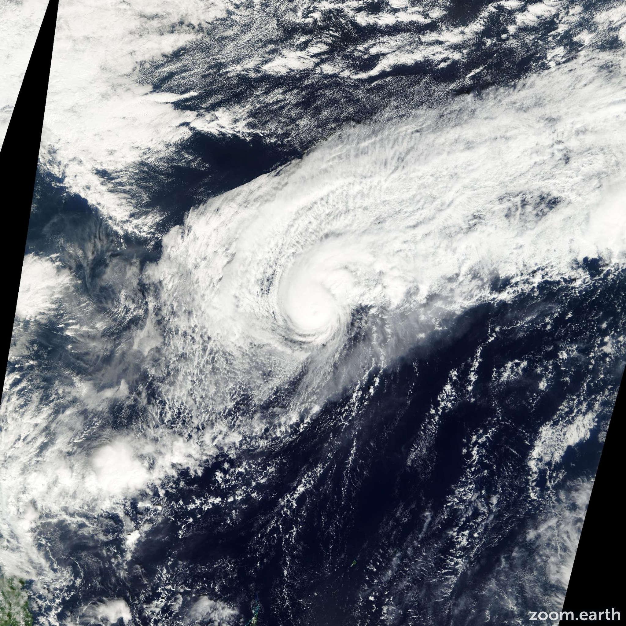 Satellite image of Typhoon Soulik 2000