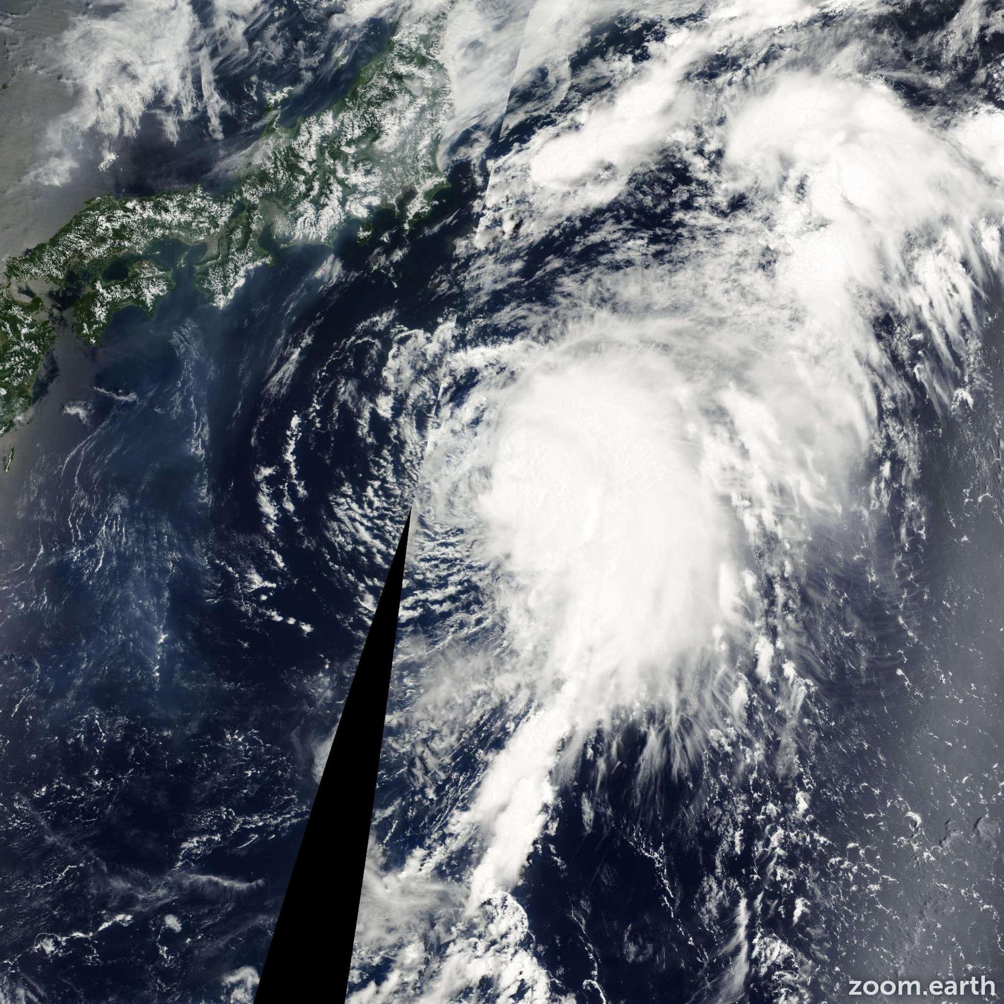 Satellite image of Storm Tembin 2000