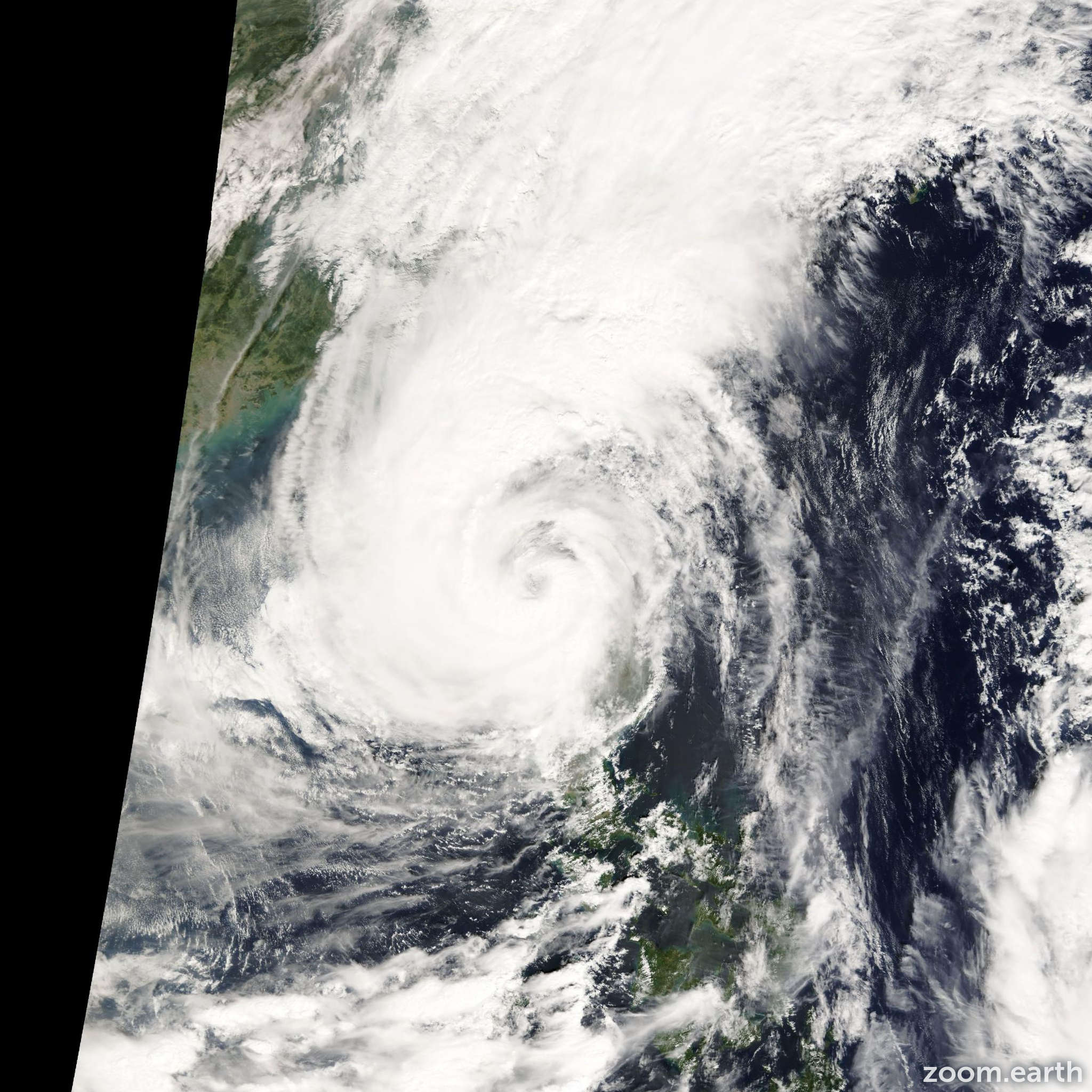 Satellite image of Typhoon Xangsane 2000
