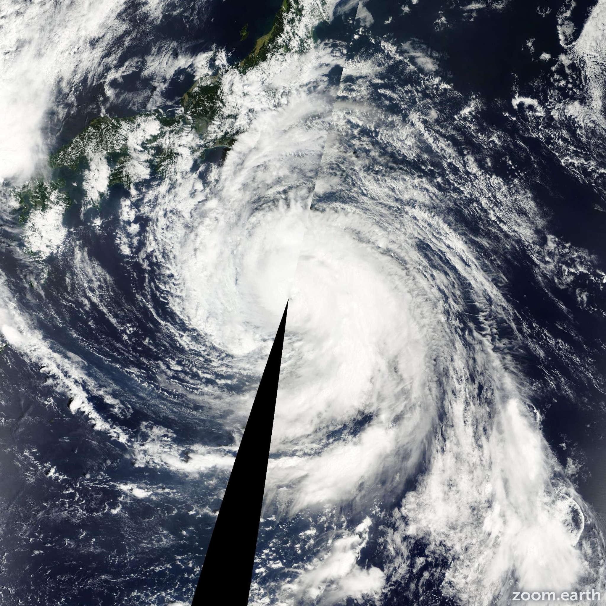 Satellite image of Typhoon Danas 2001