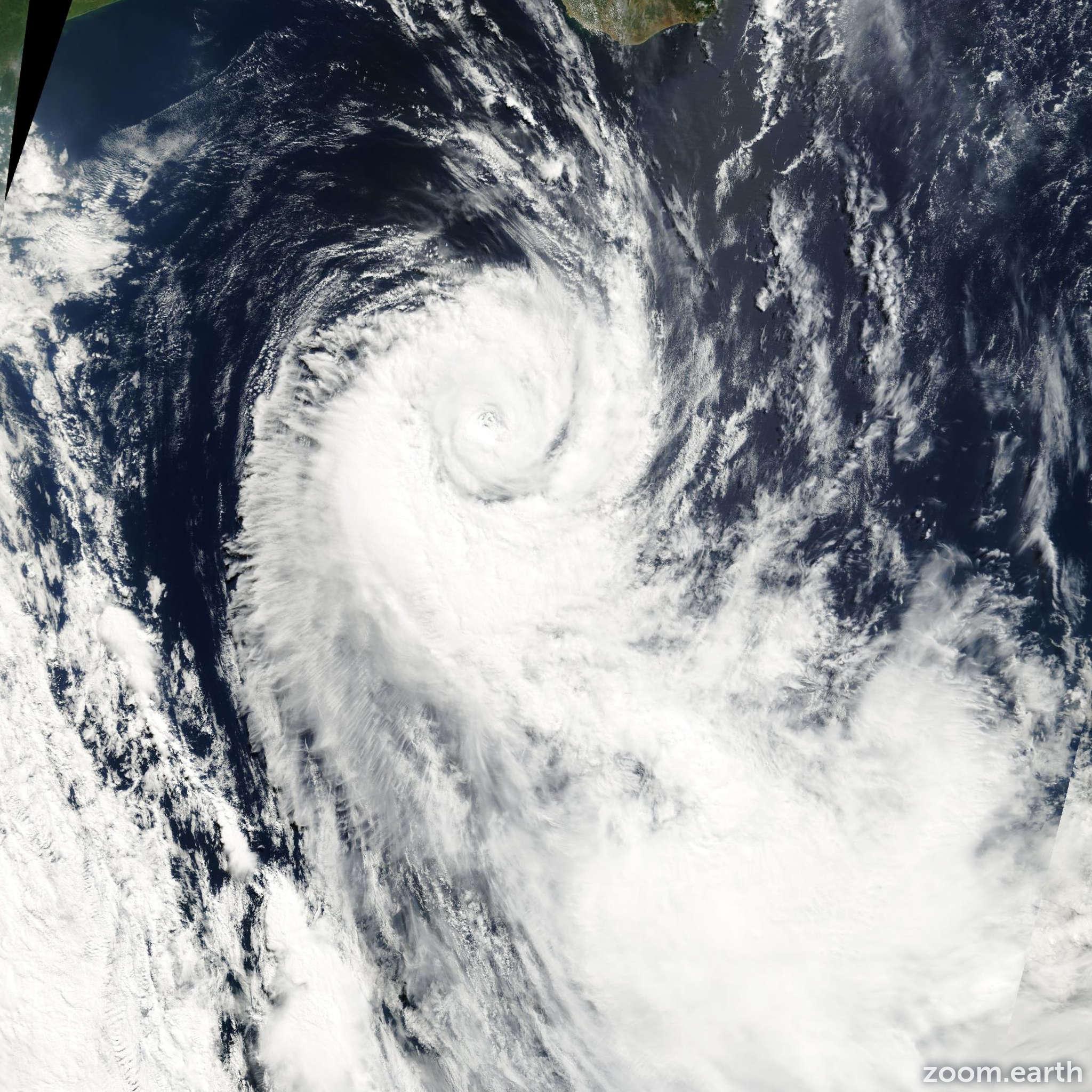 Satellite image of Cyclone Dera 2001