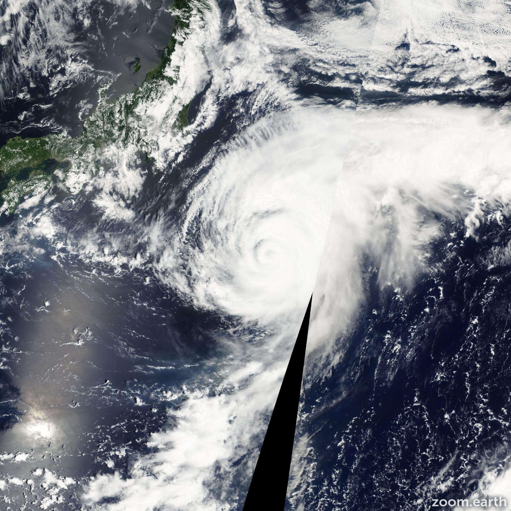 Satellite image of Typhoon Kong-Rey 2001