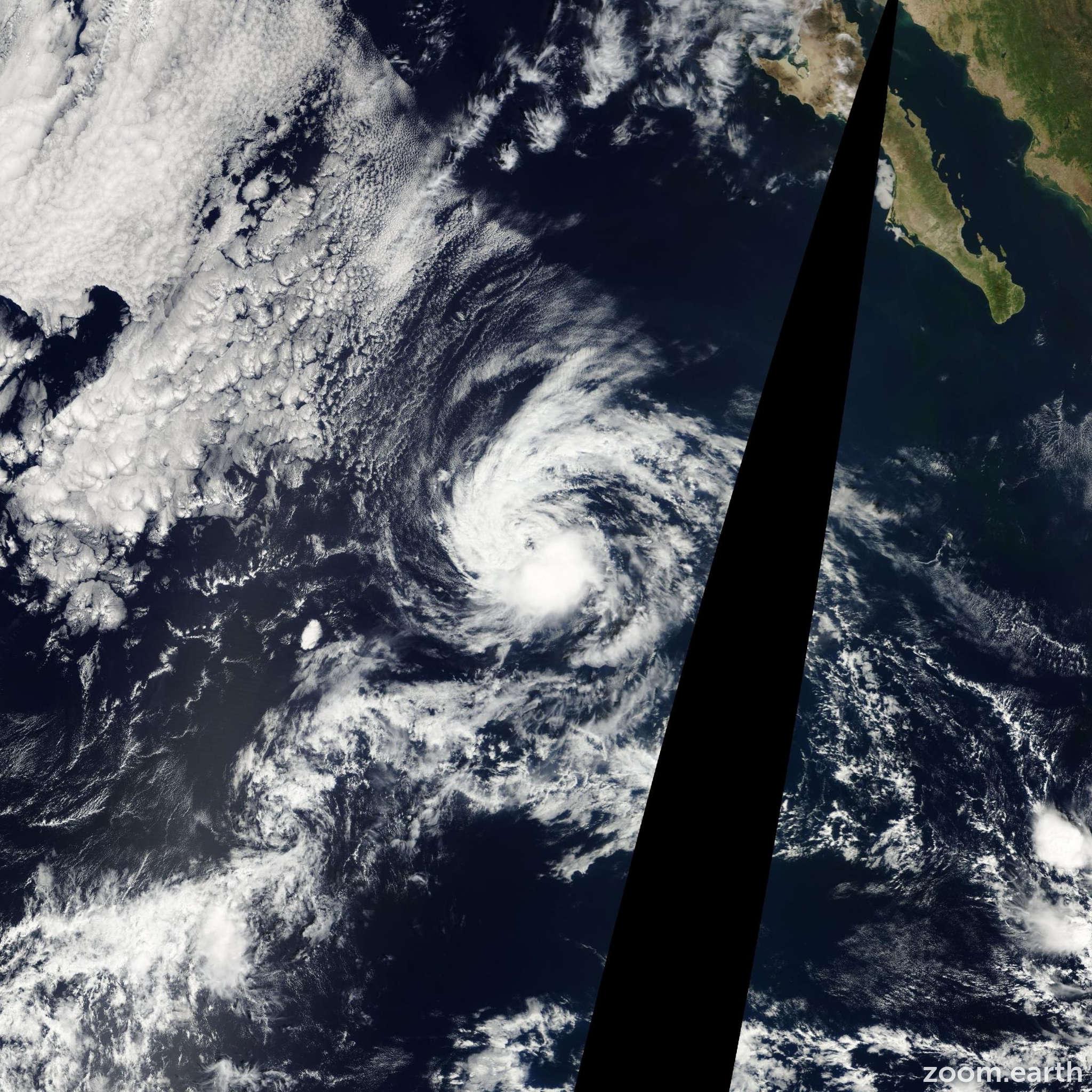Satellite image of Storm Manuel 2001