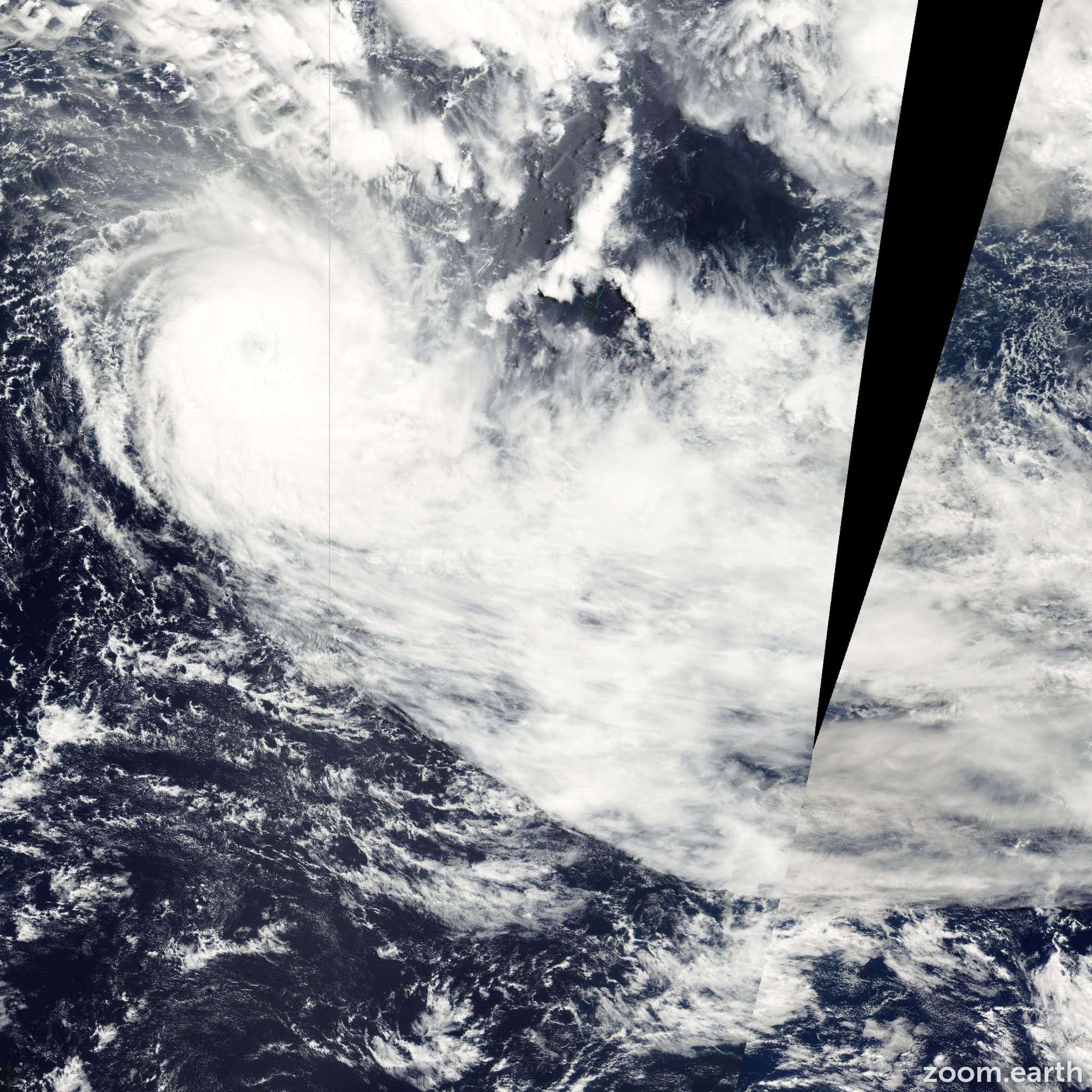 Satellite image of Cyclone Paula 2001
