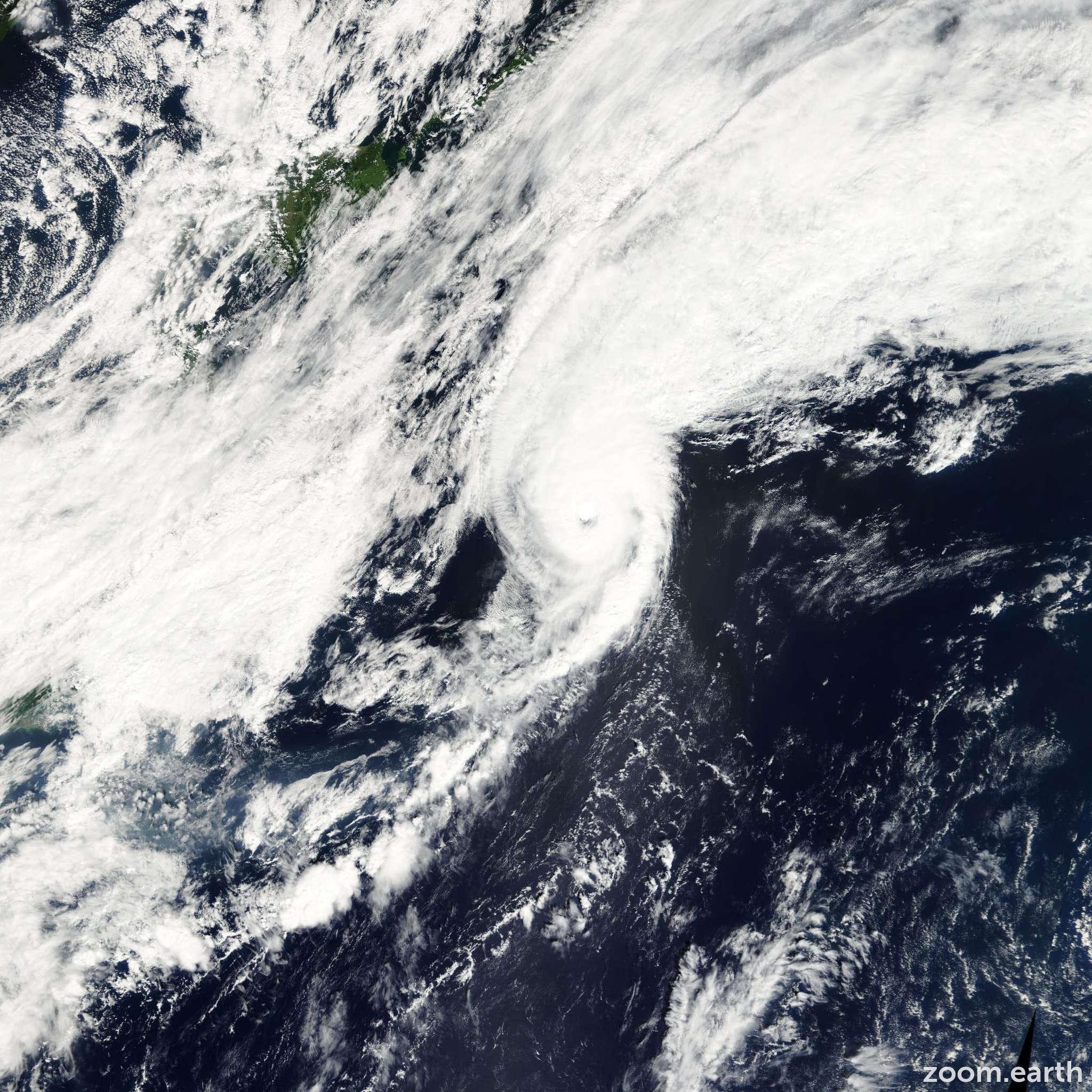Satellite image of Typhoon Vipa 2001