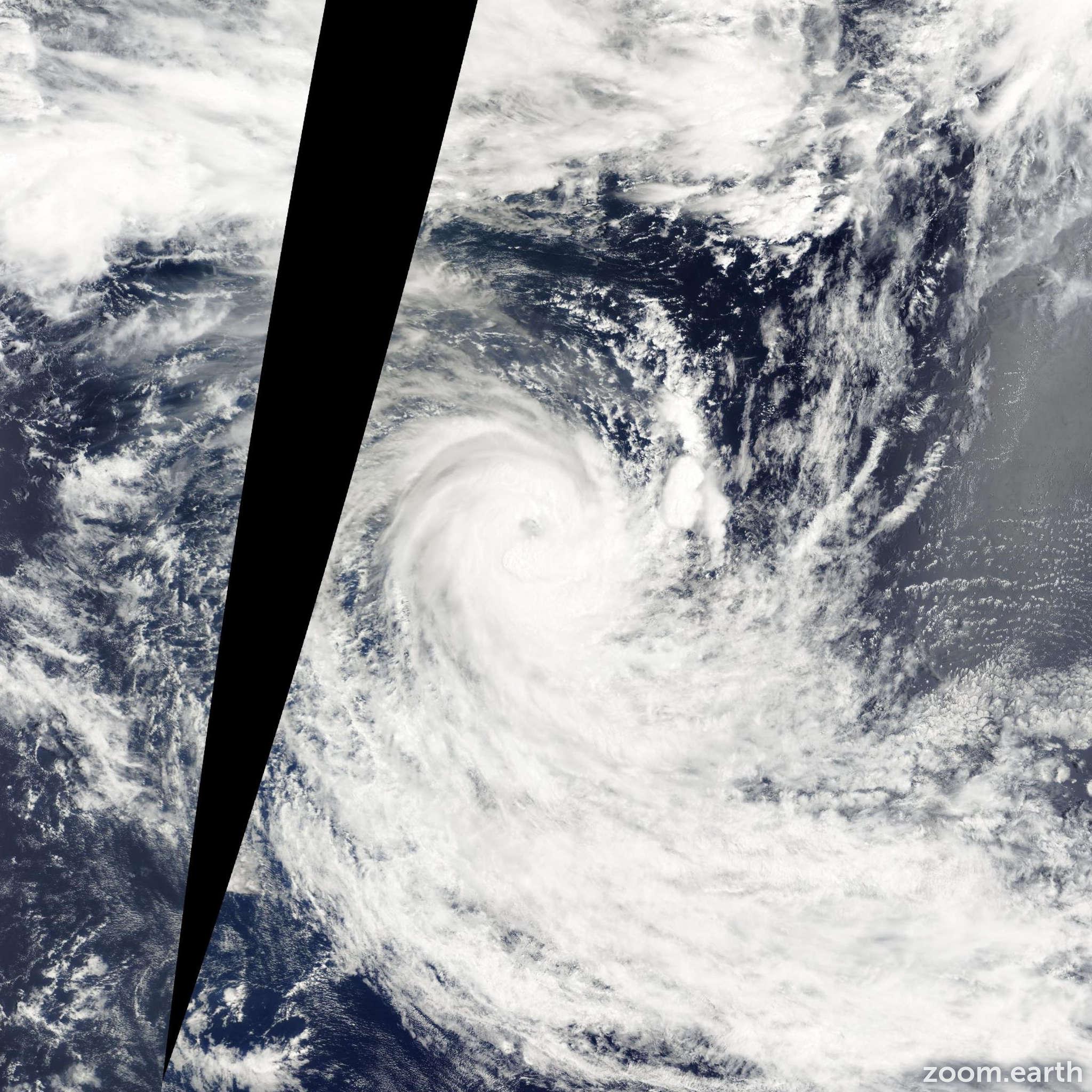 Satellite image of Cyclone Eddy 2002