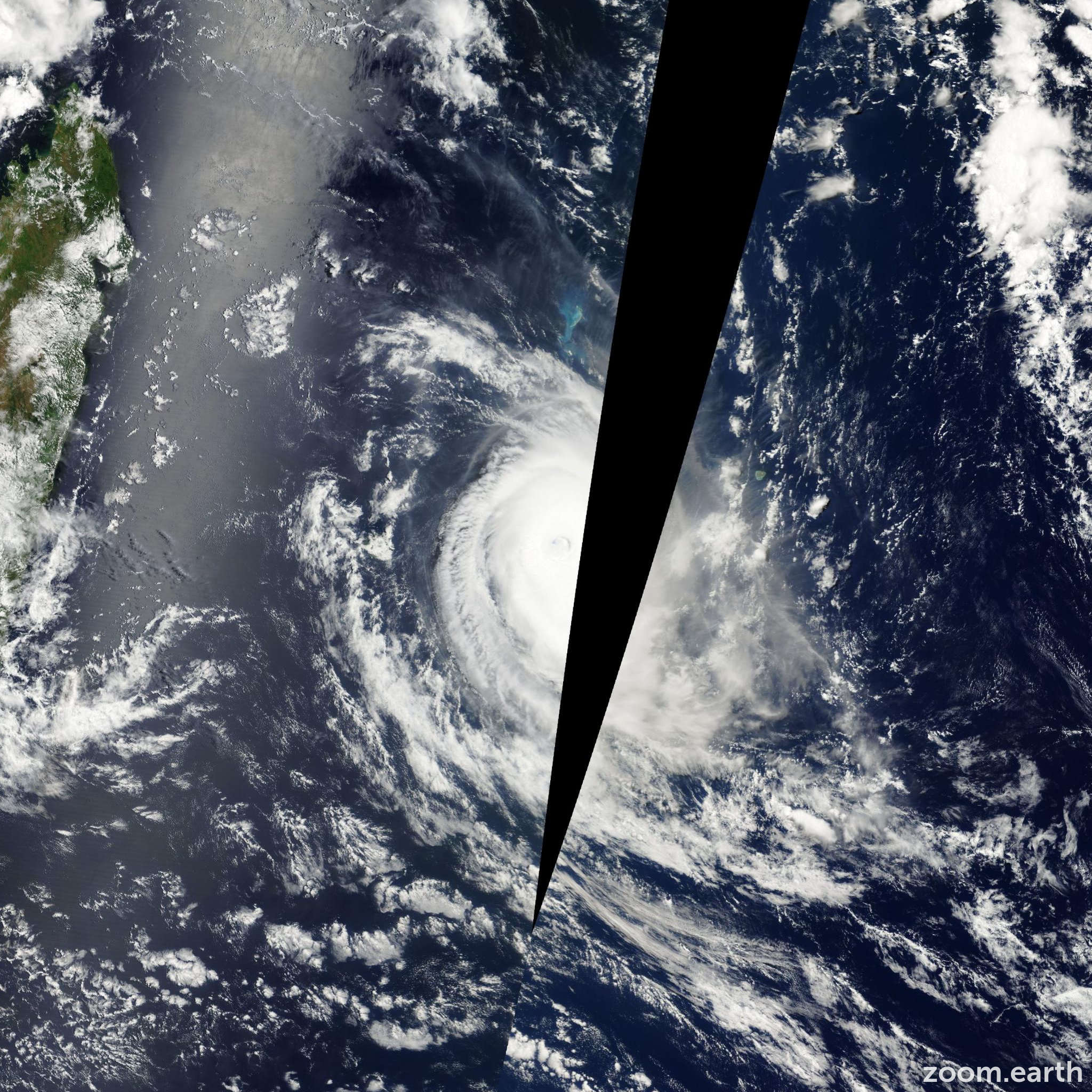 Satellite image of Cyclone Guillaume 2002