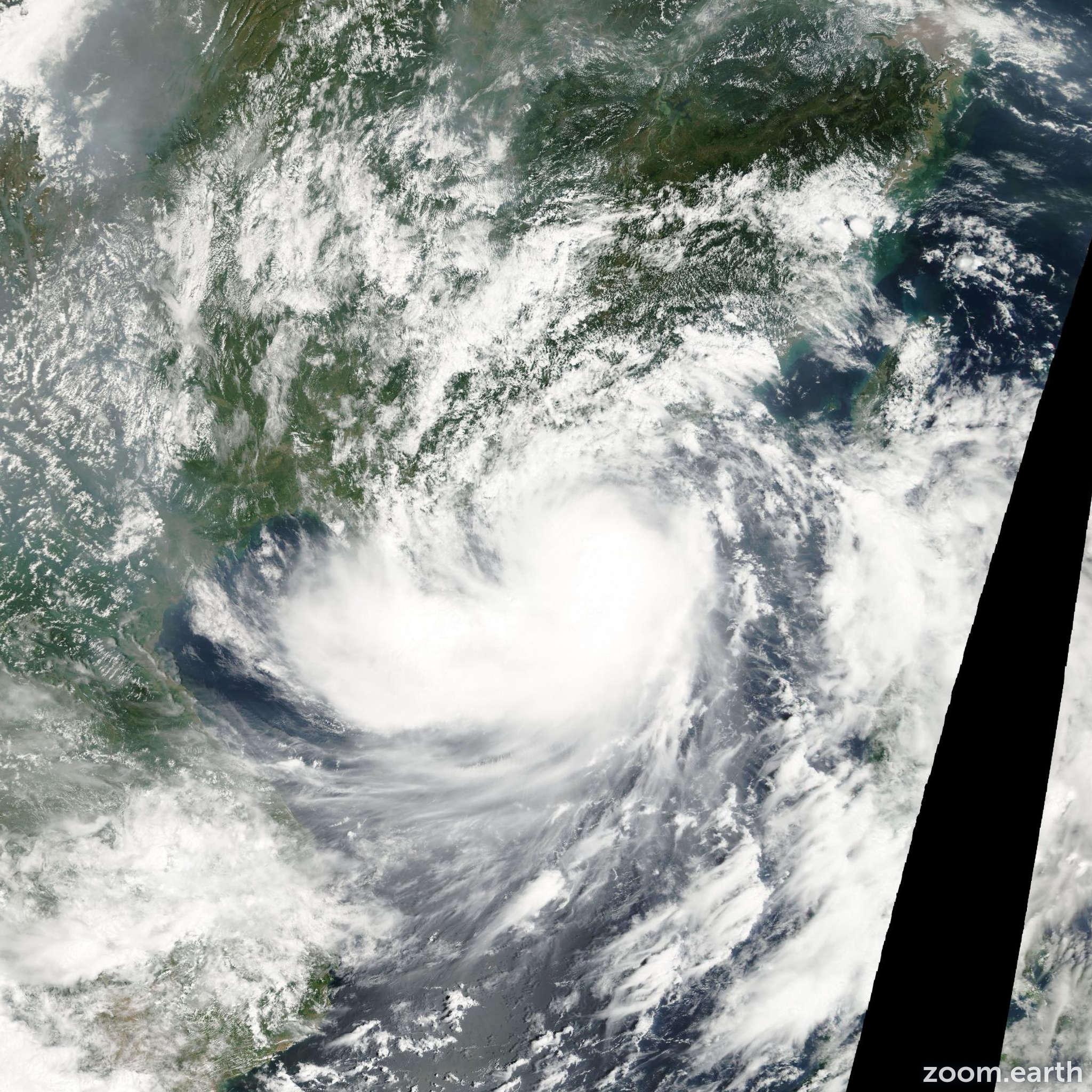 Satellite image of Storm Hagupit 2002