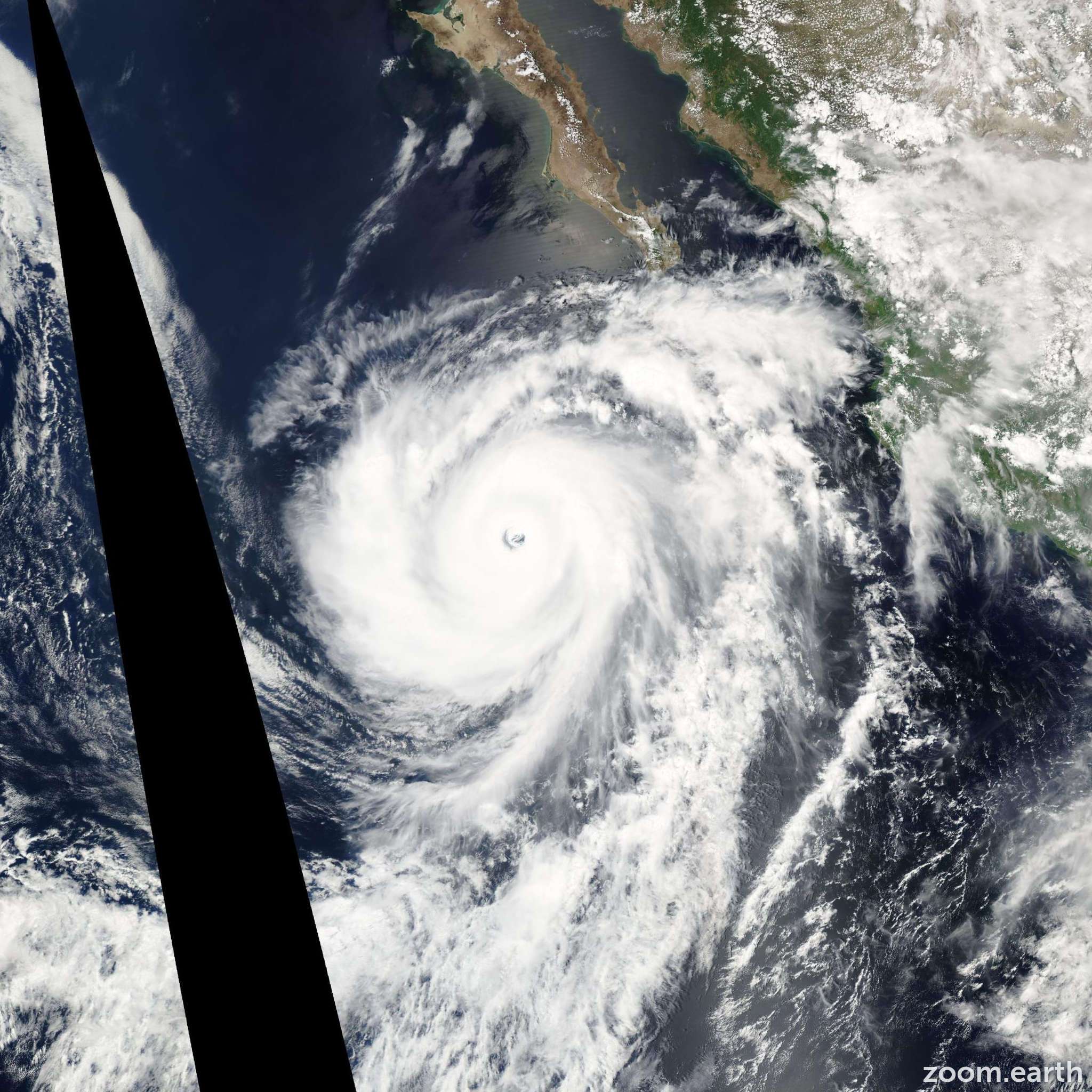 Satellite image of Hurricane Hernan 2002