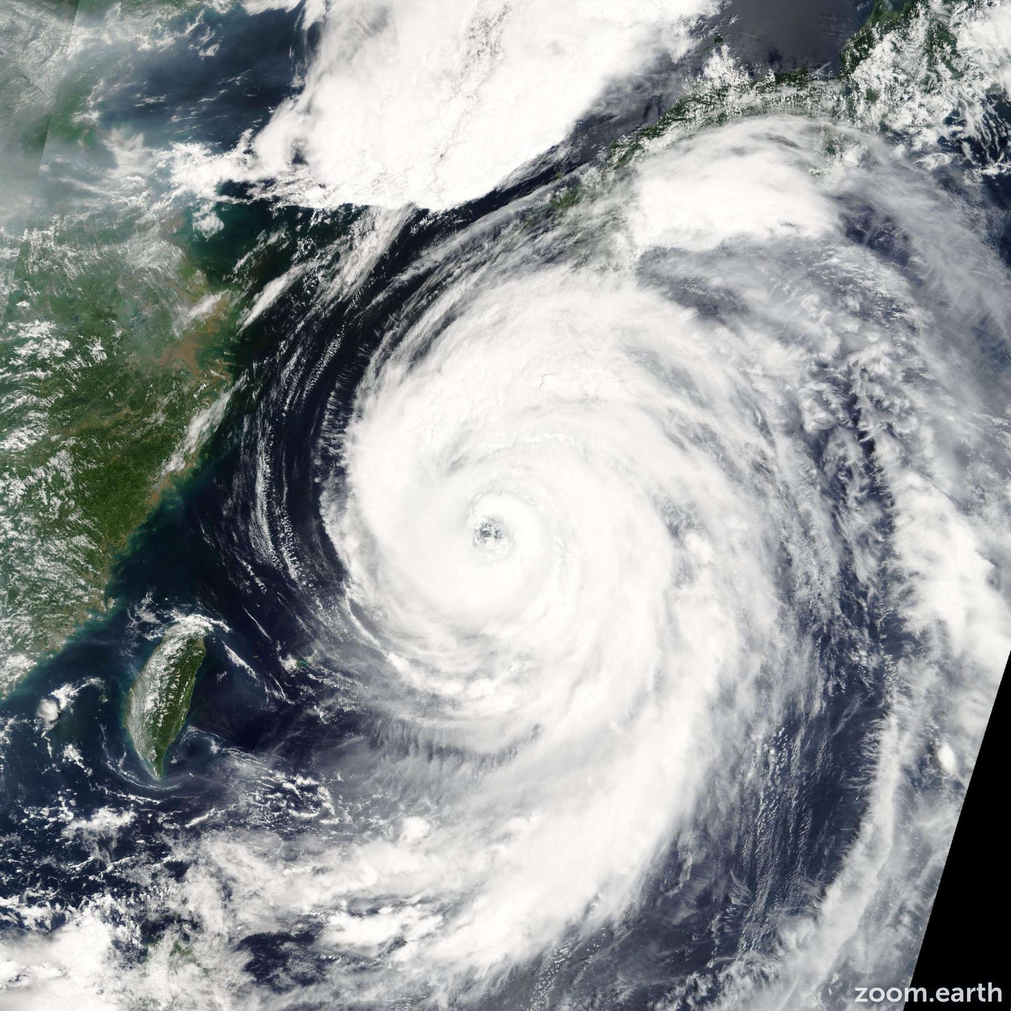 Satellite image of Typhoon Etau 2003