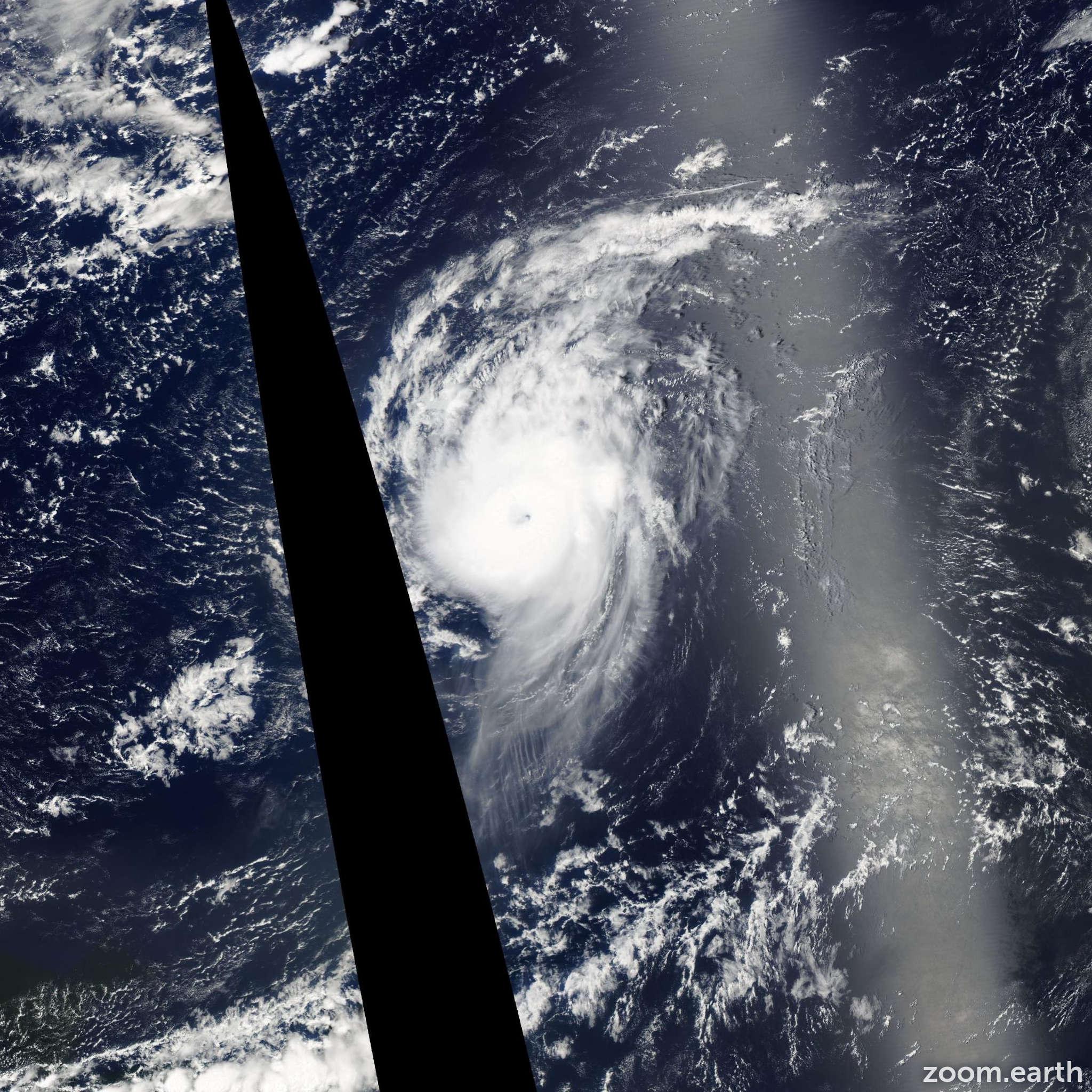 Satellite image of Hurricane Danielle 2004