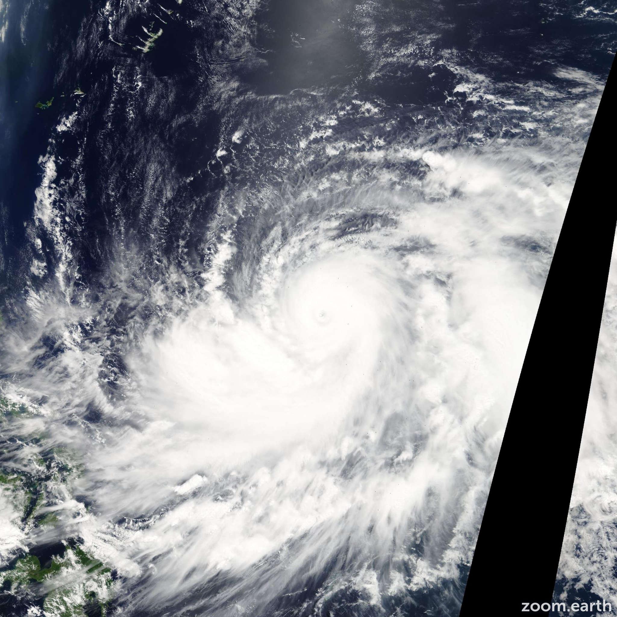 Satellite image of Typhoon Dianmu 2004