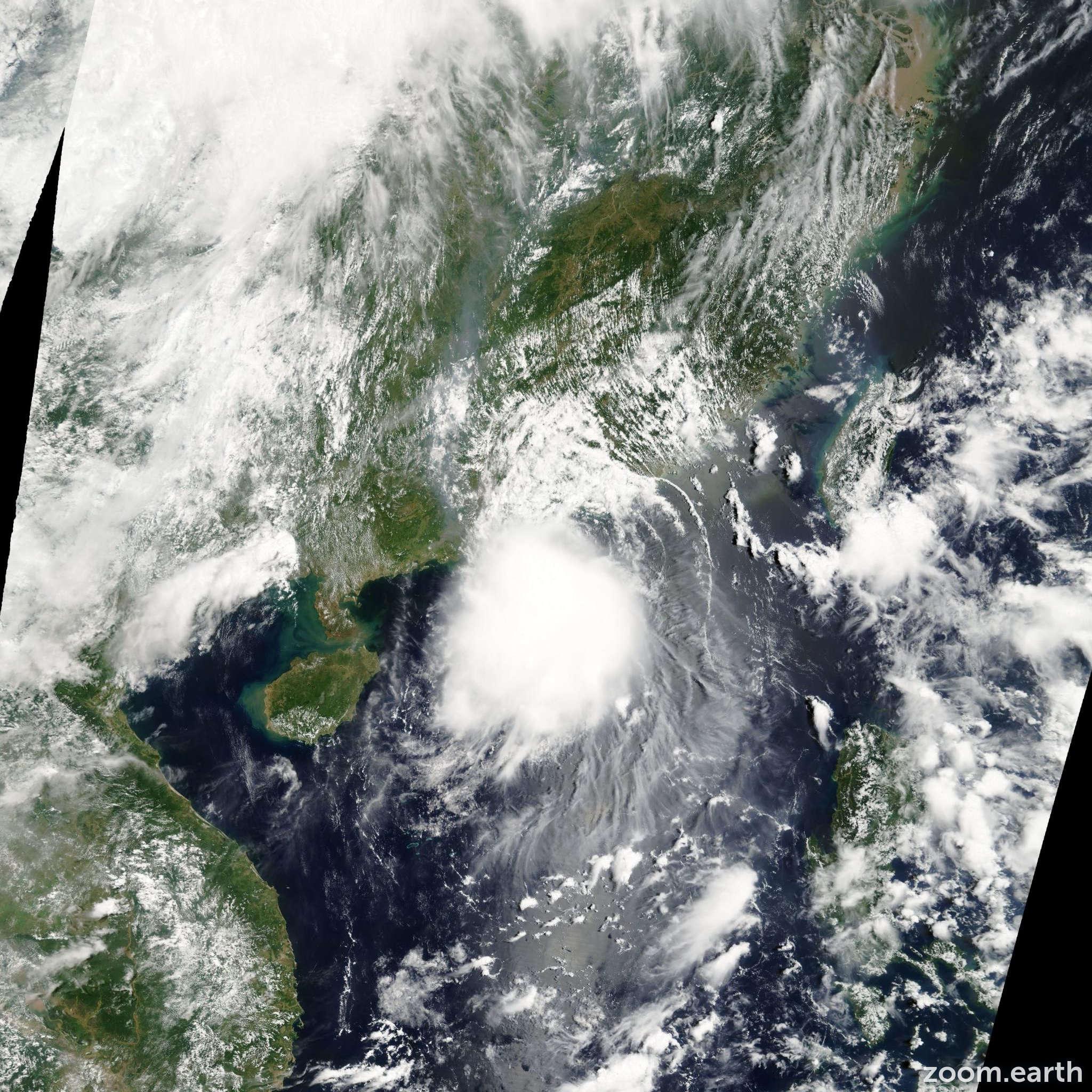 Satellite image of Storm Kompasu 2004