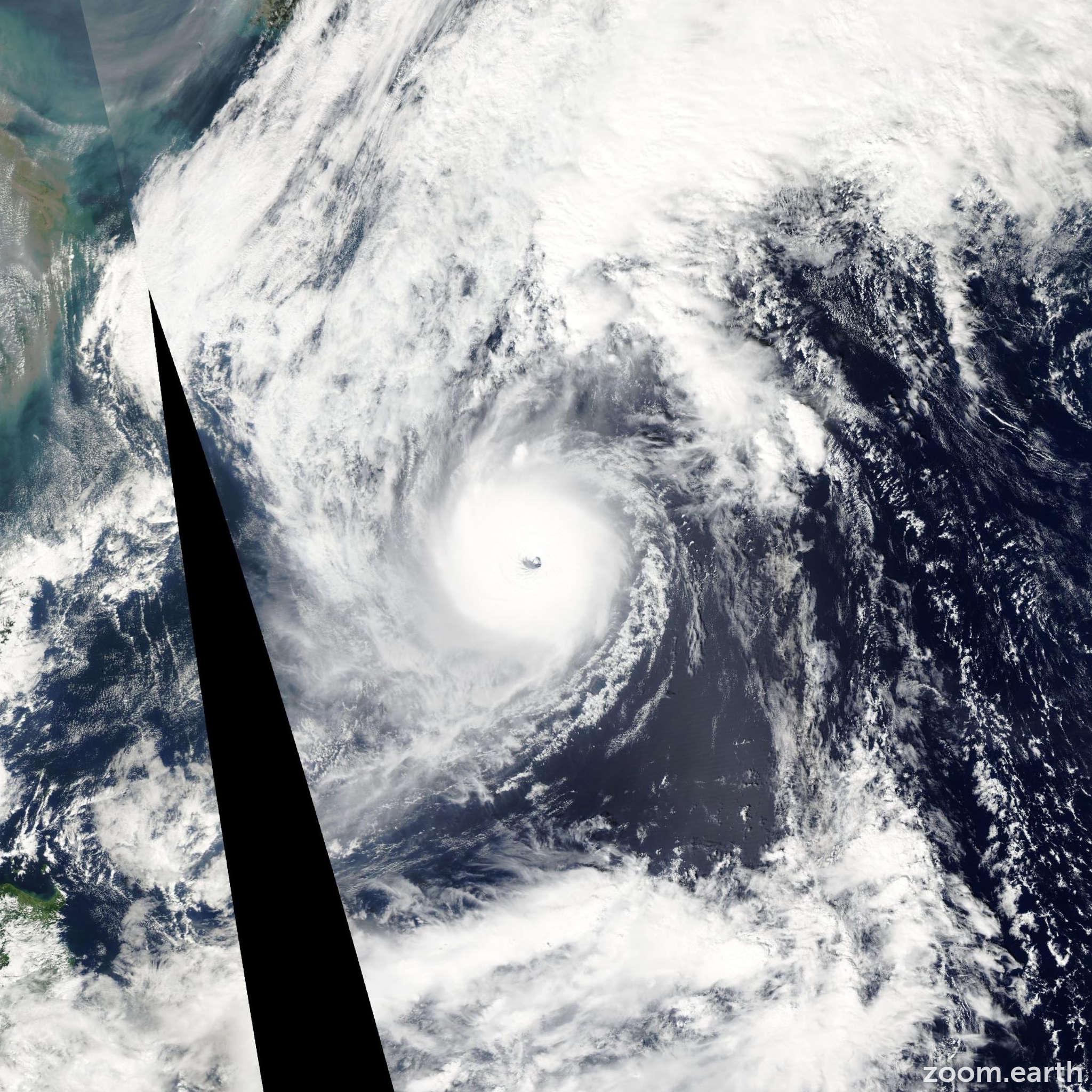 Satellite image of Typhoon Ma-On 2004