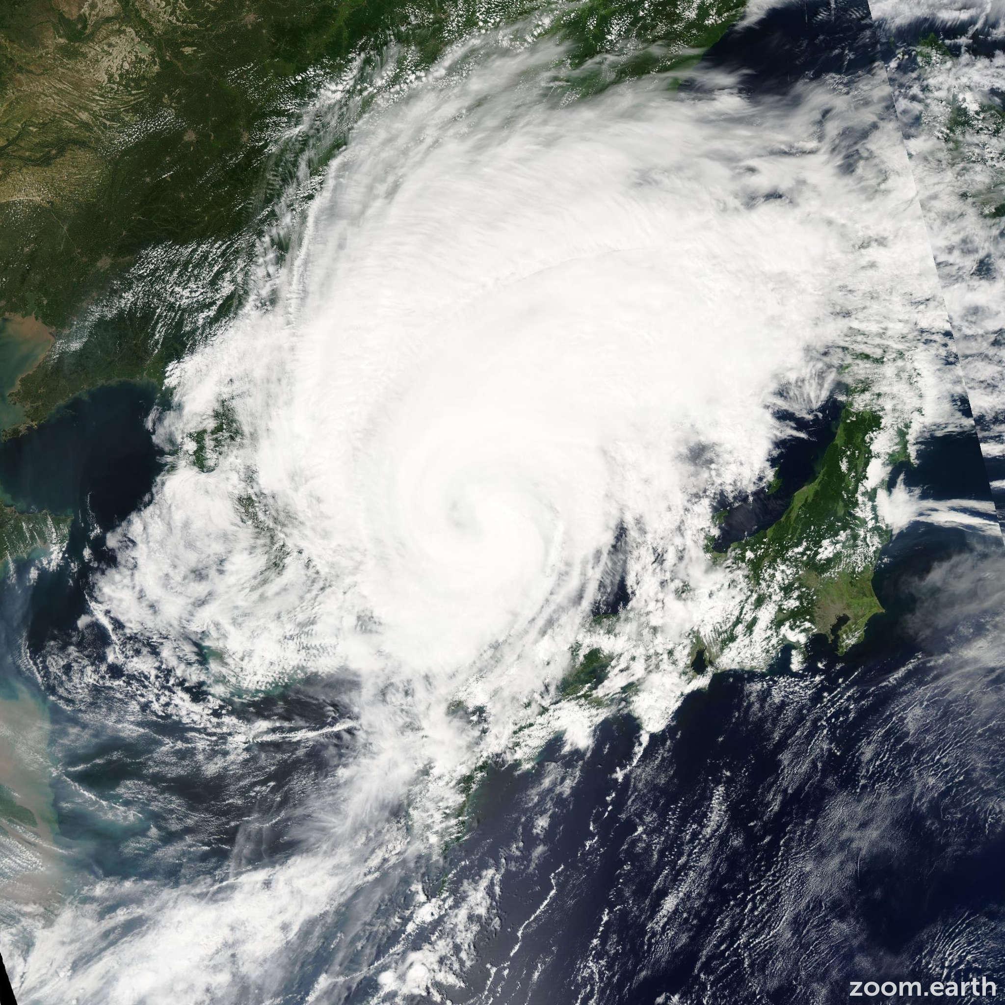Satellite image of Storm Megi 2004