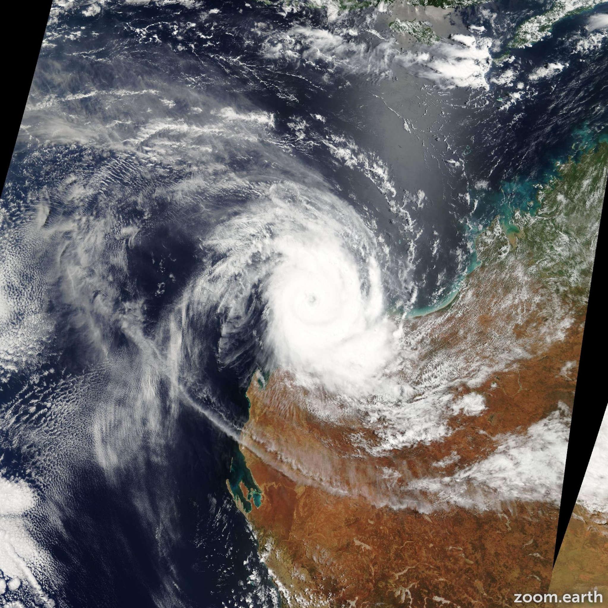 Satellite image of Cyclone Monty 2004