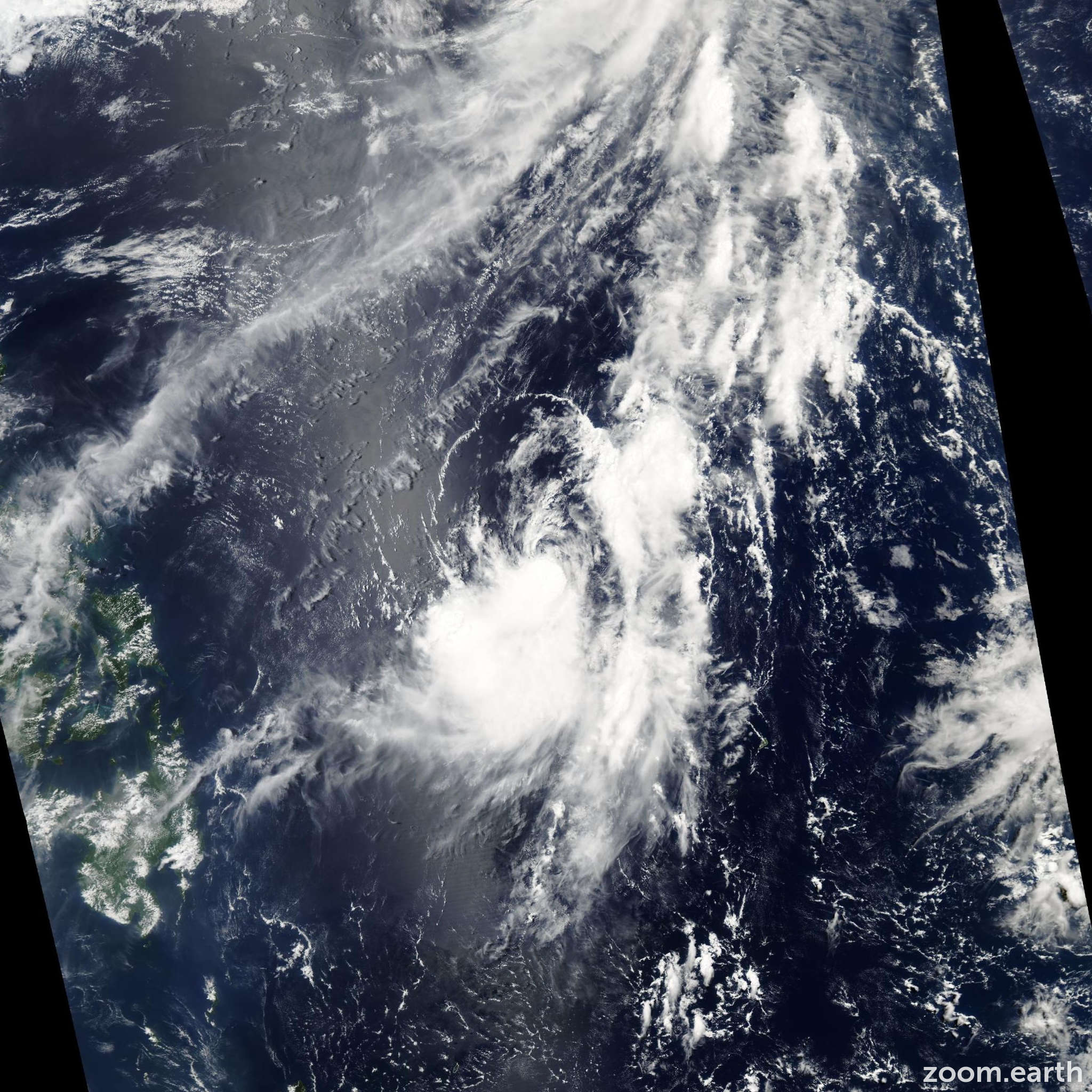 Satellite image of Storm Omais 2004