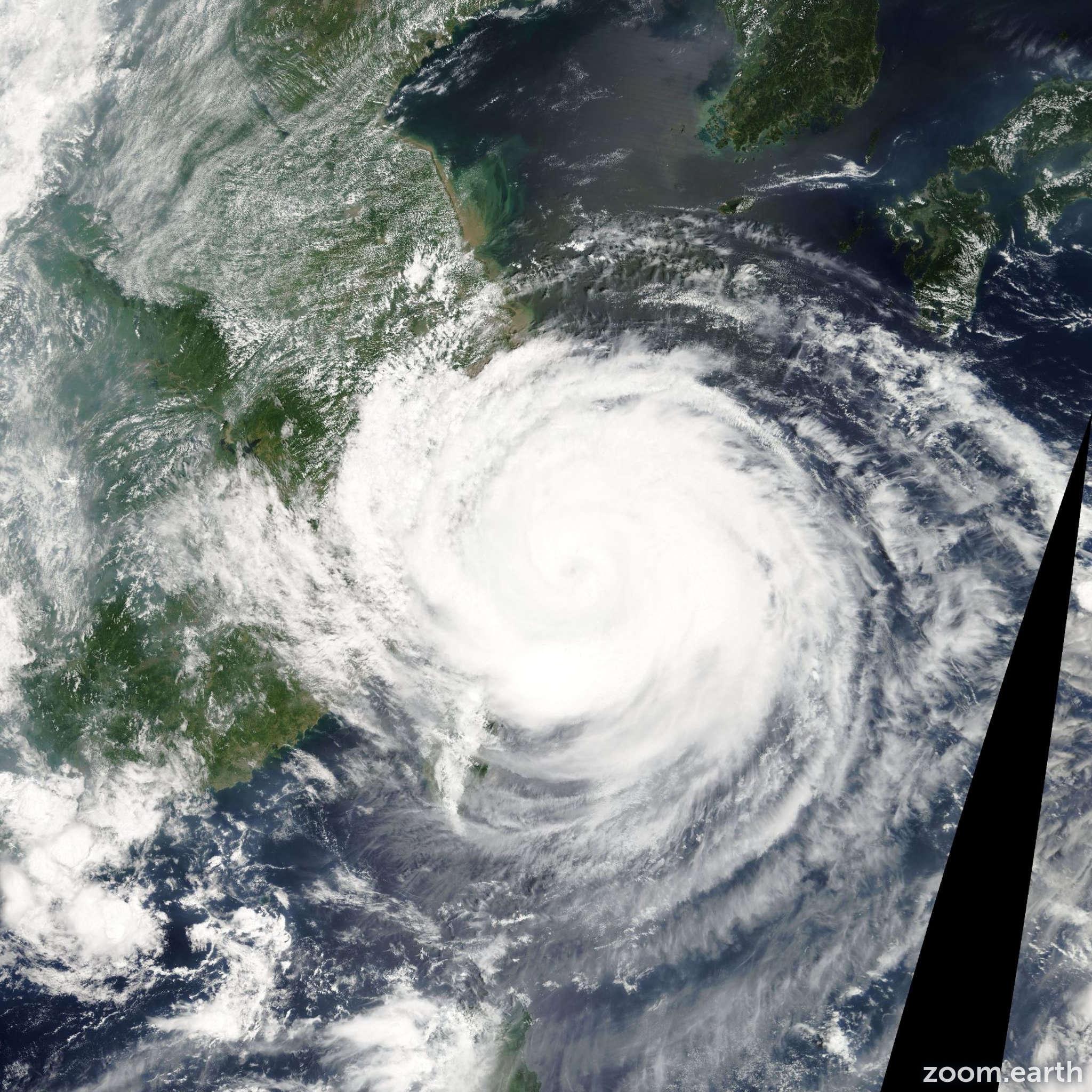 Satellite image of Typhoon Rananim 2004