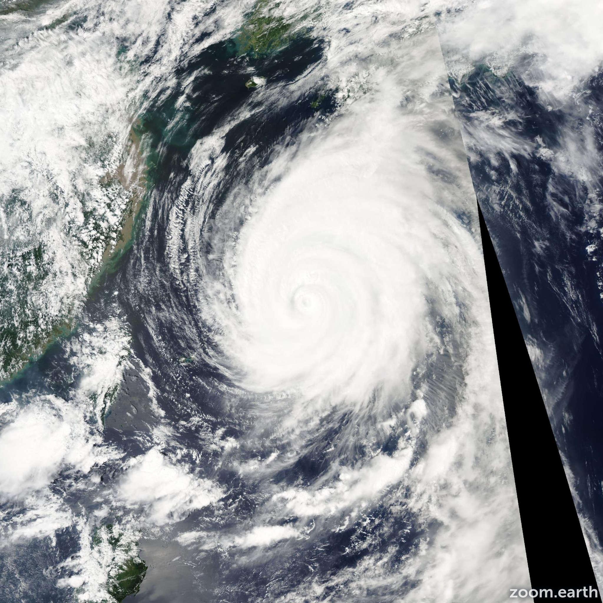 Satellite image of Typhoon Songda 2004