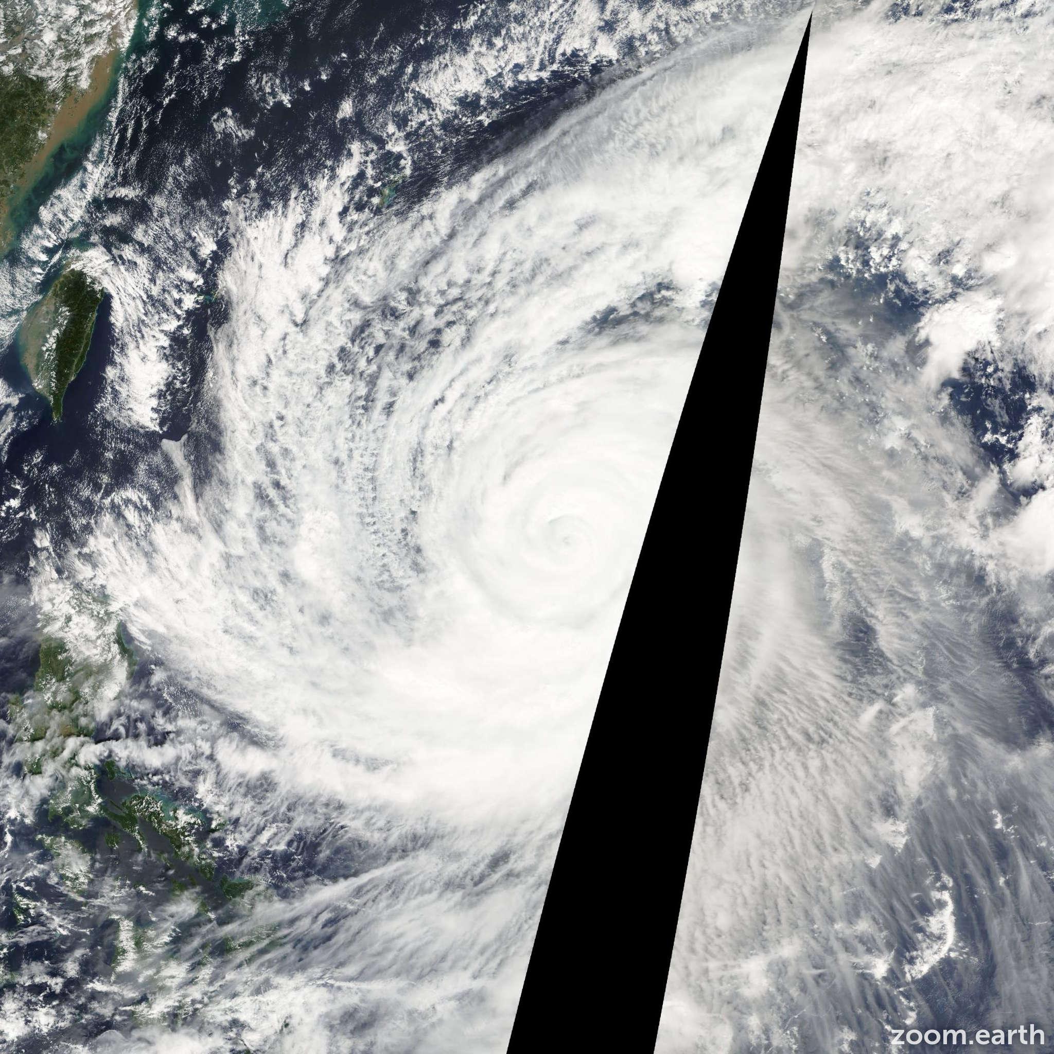 Satellite image of Typhoon Tokage 2004