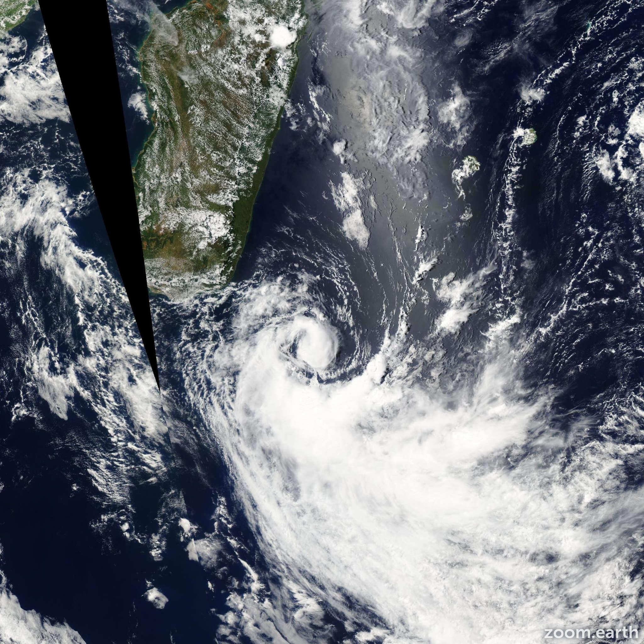 Satellite image of Storm Felapi 2005