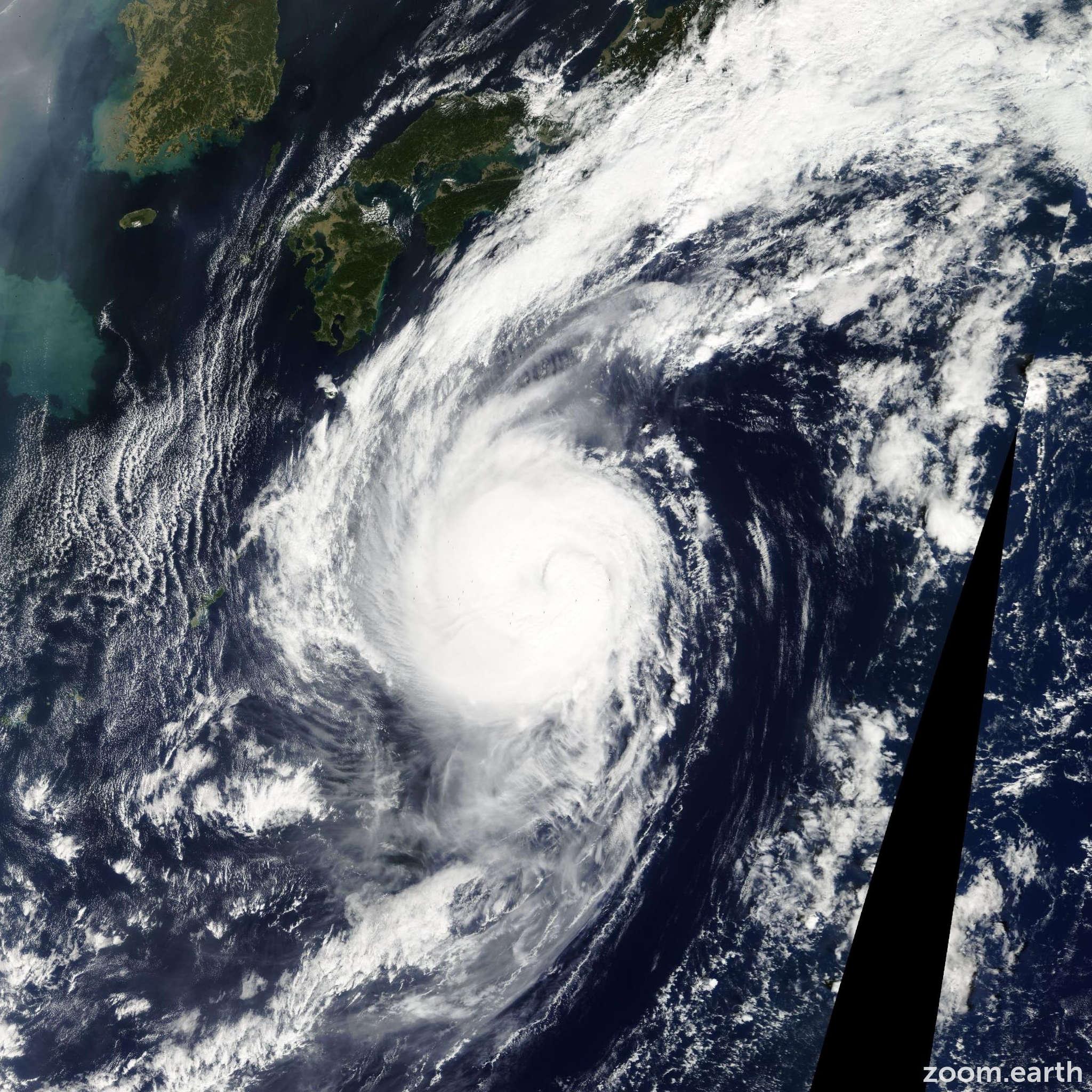 Satellite image of Typhoon Kirogi 2005