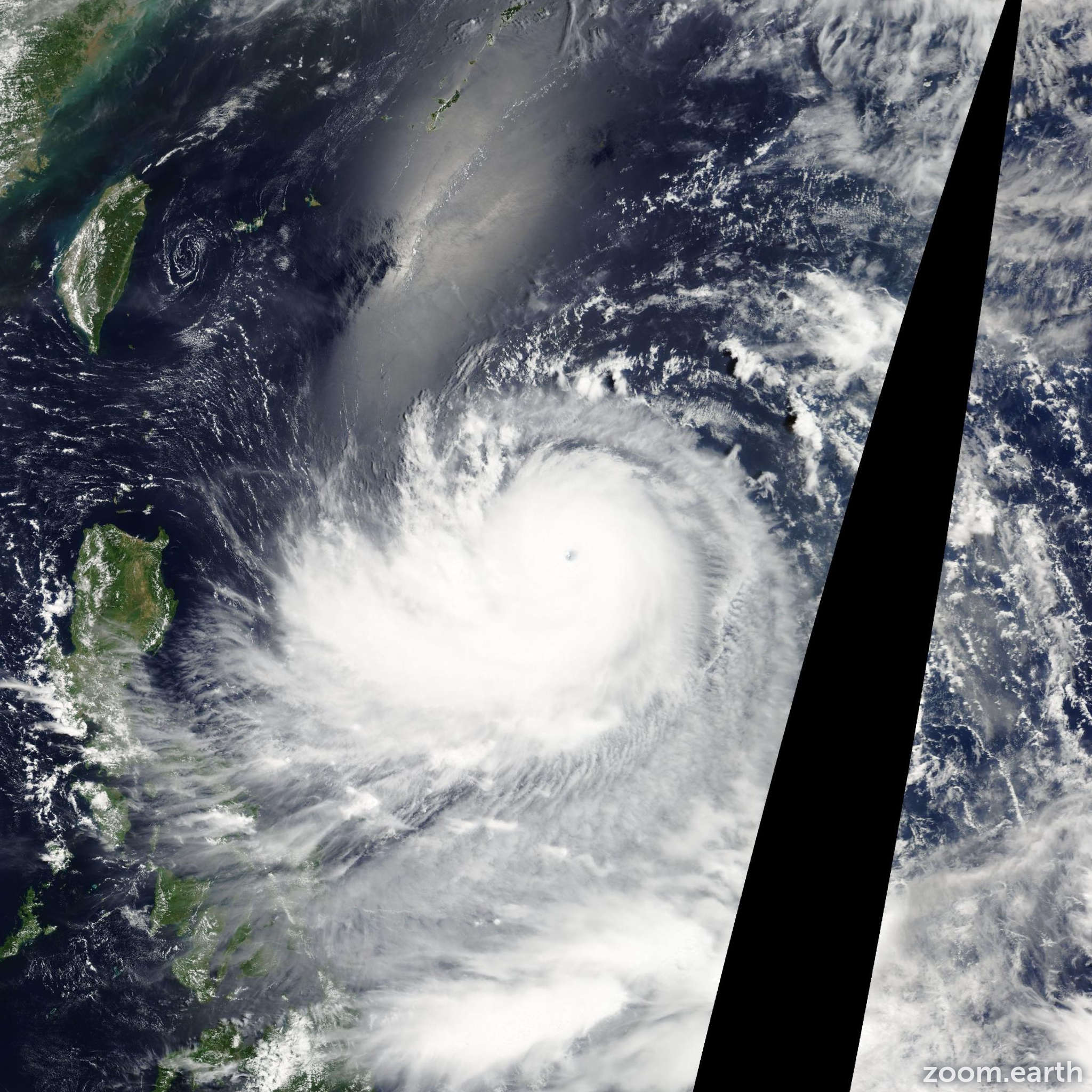 Satellite image of Typhoon Ewiniar 2006