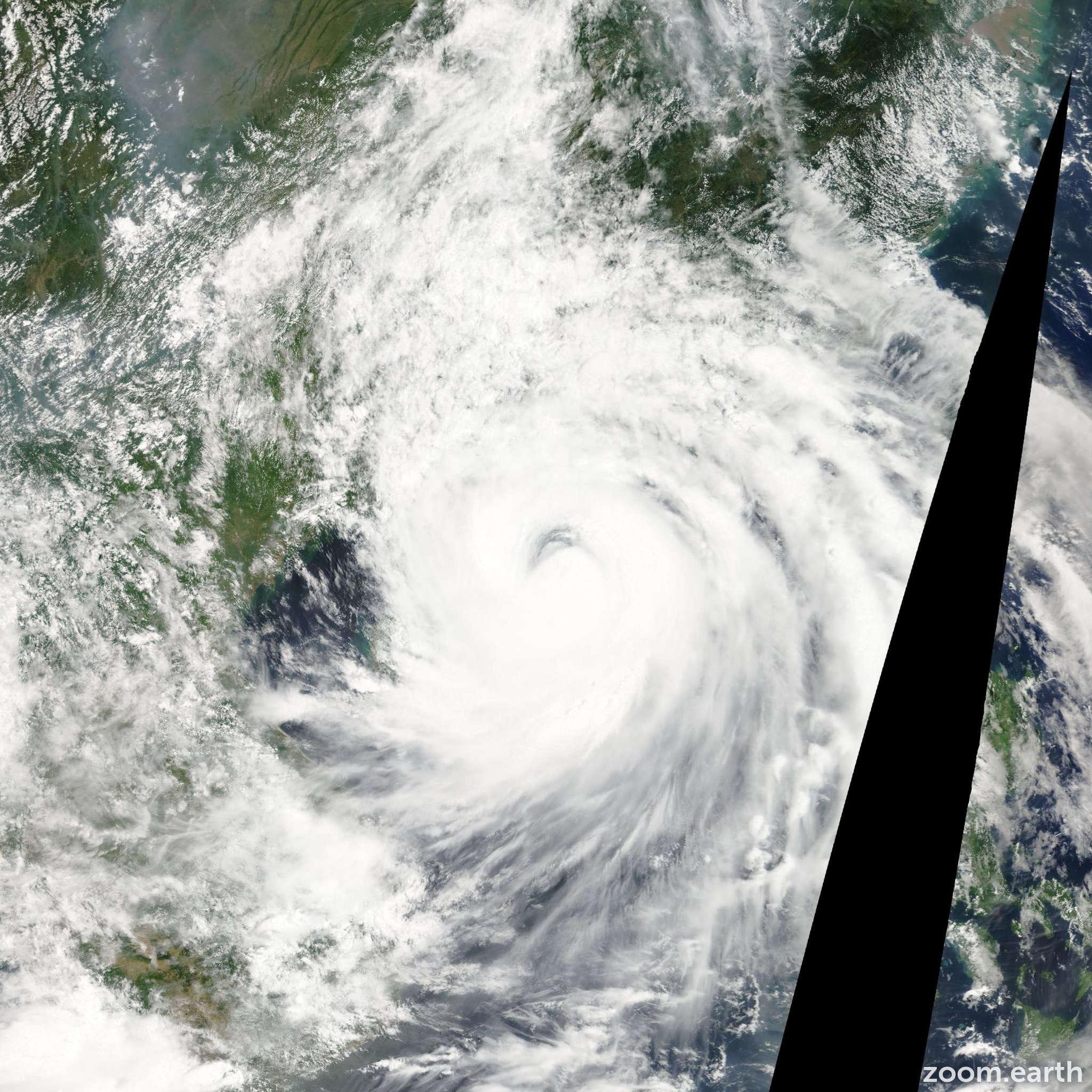Satellite image of Storm Prapiroon 2006