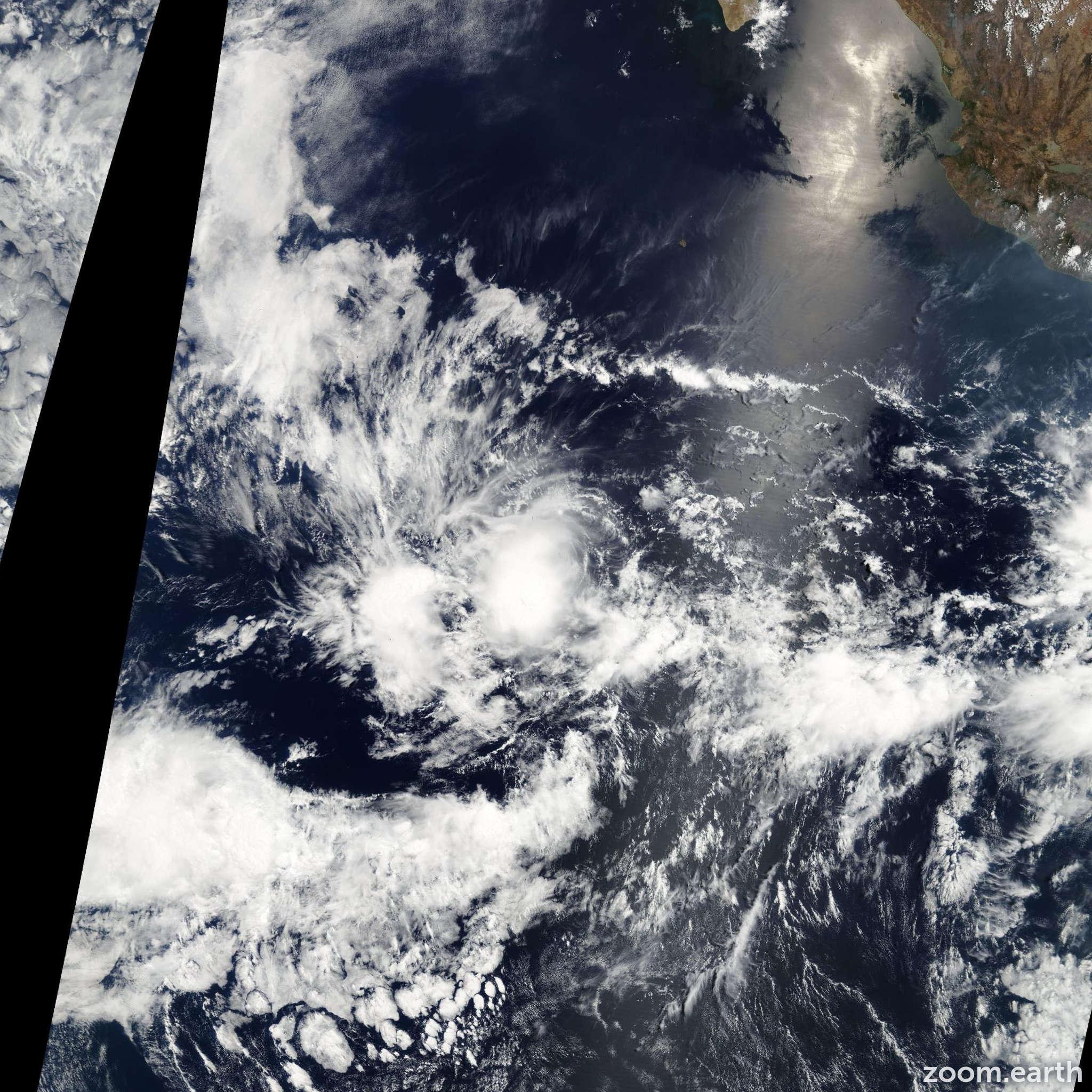 Satellite image of Storm Alvin 2007