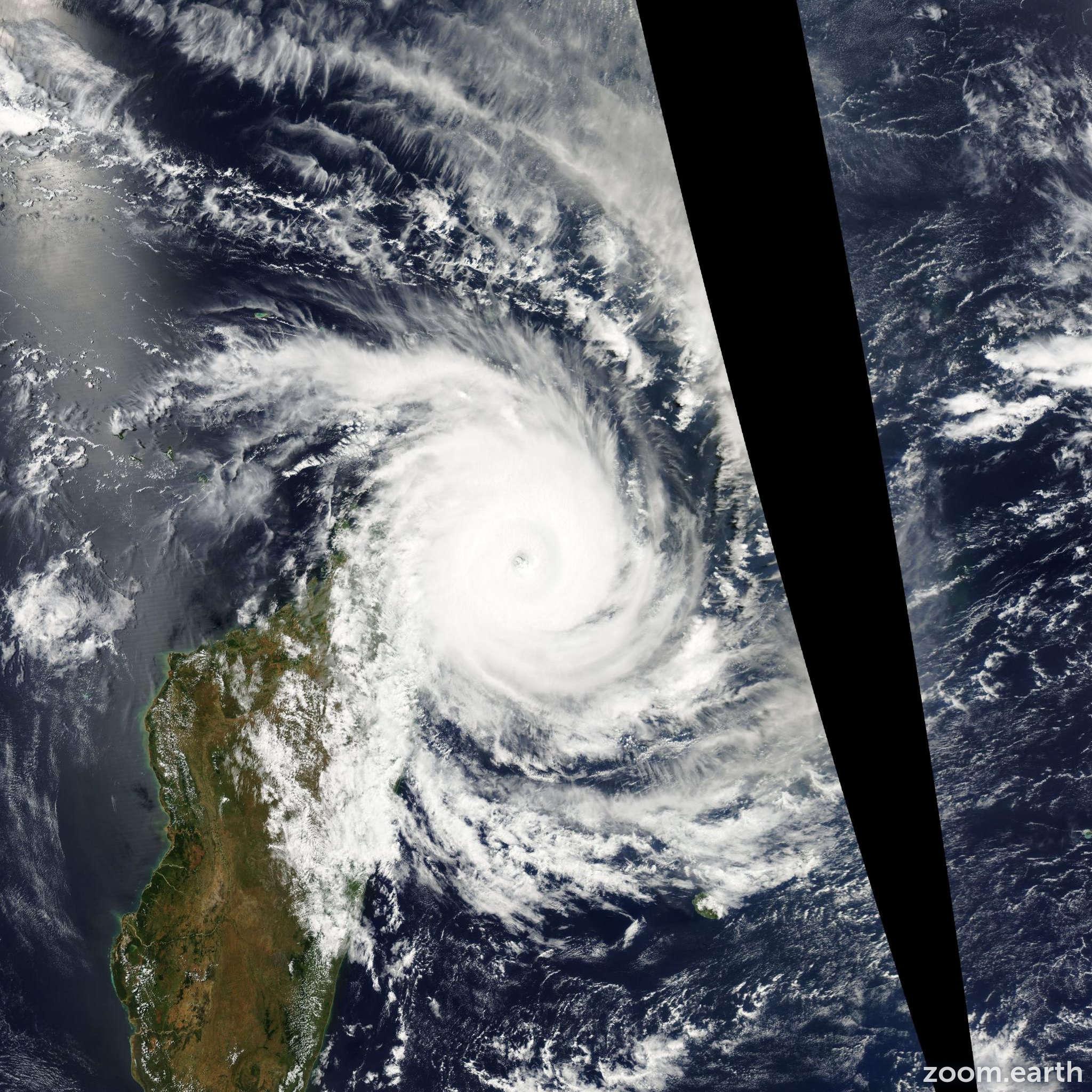 Satellite image of Cyclone Indlala 2007