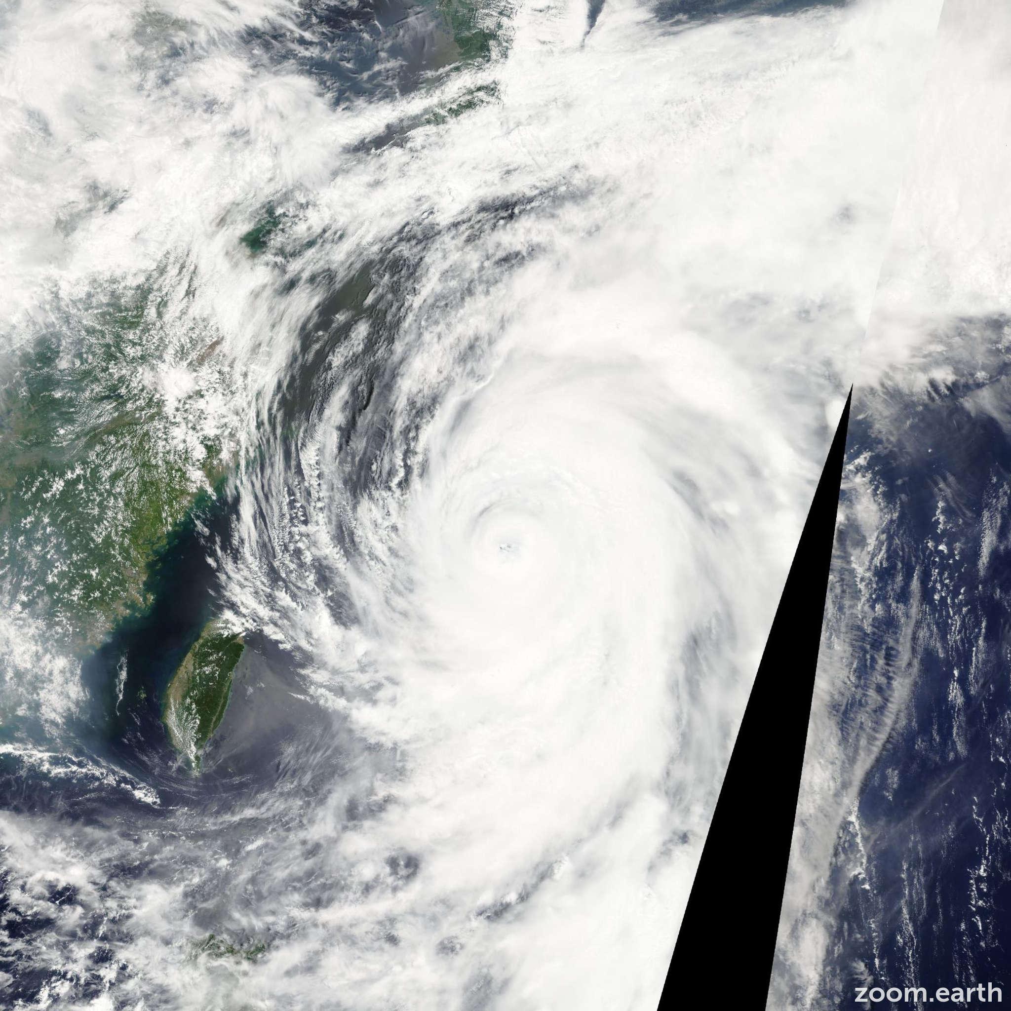 Satellite image of Typhoon Man-Yi 2007