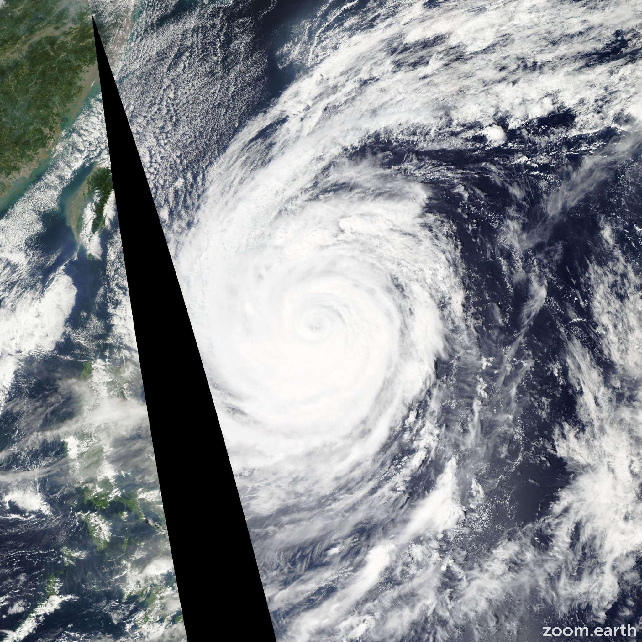 Satellite image of Typhoon Prapiroon 2012