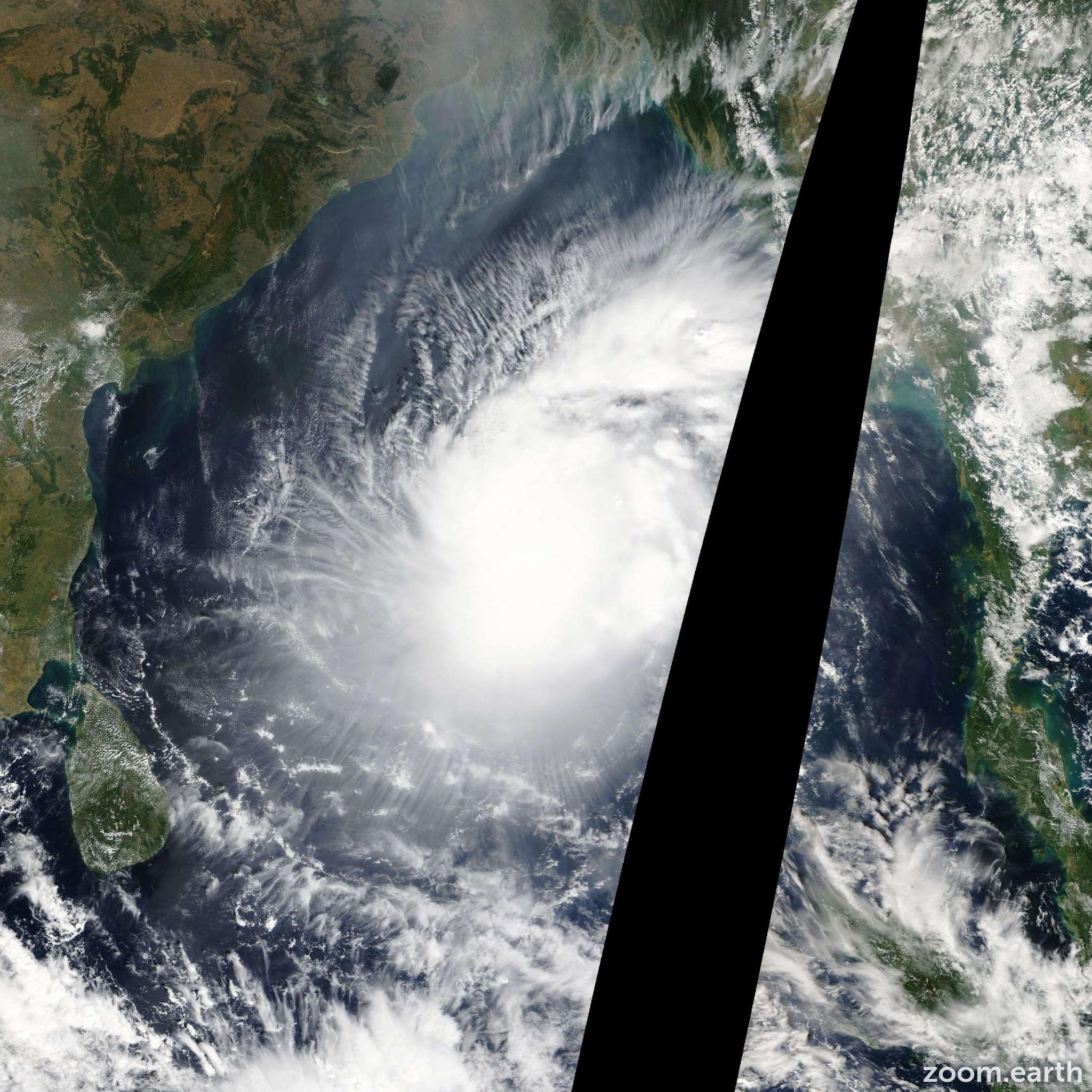 Satellite image of Cyclone Lehar 2013