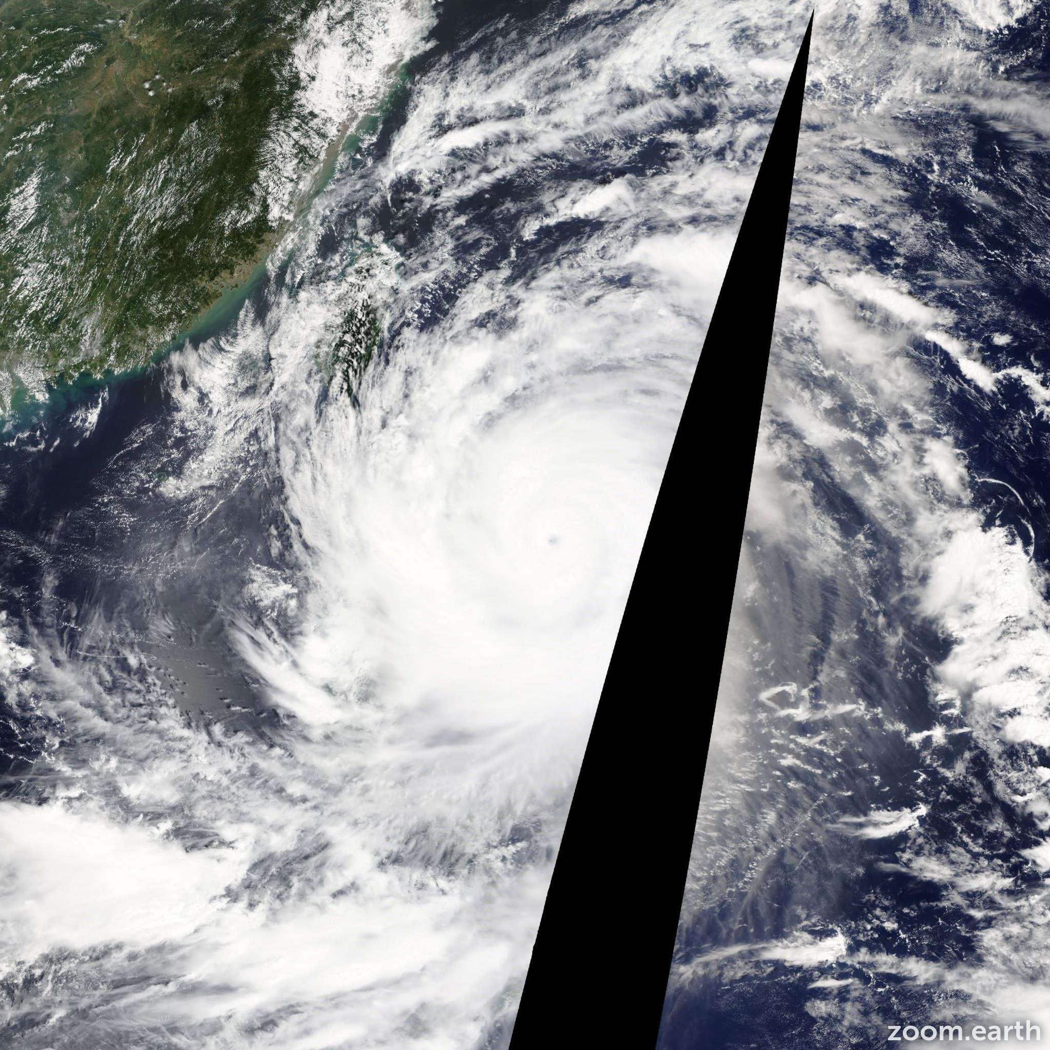 Satellite image of Typhoon Usagi 2013