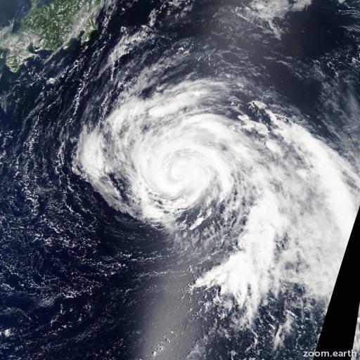 Satellite image of Typhoon Namtheun 2004